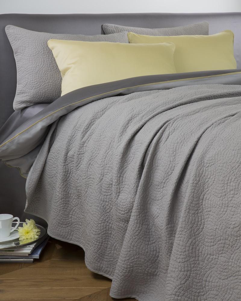Покрывало BASKET CASTELПокрывала<br>&amp;lt;div&amp;gt;Покрывало в подарочной коробке. Стирка 40 С, Глажка 150 градусов. Итальянский бренд &amp;quot;Fiori di Venezia&amp;quot;, занимающийся элитным текстилем для дома, отличает высочайшее качество и уникальный дизайн. В студии бренда рождаются коллекции постельного и столового белья, махровых изделий, пледов, покрывал, декоративных подушек. Его коллекции несут в себе ультрасовременные тенденции в сочетании с многовековыми традициями объединяя изысканную роскошь с утонченным изяществом. Для производства своих коллекций &amp;quot;Fiori di Venezia&amp;quot; использует материалы и ткани высочайшего качества, в частности для постельного белья применяется великолепный сатин из египетского длинноволокнистого хлопка, произведенный непосредственно в Италии, с плотностью от 300 до 1000 ТС, что дает ему непревзойденную мягкость и гладкость.&amp;amp;nbsp;&amp;lt;/div&amp;gt;&amp;lt;div&amp;gt;&amp;lt;br&amp;gt;&amp;lt;/div&amp;gt;&amp;lt;div&amp;gt;Материал: 100% высококачественный хлопок, жаккард.&amp;lt;/div&amp;gt;<br><br>Material: Хлопок<br>Length см: 260<br>Width см: 240