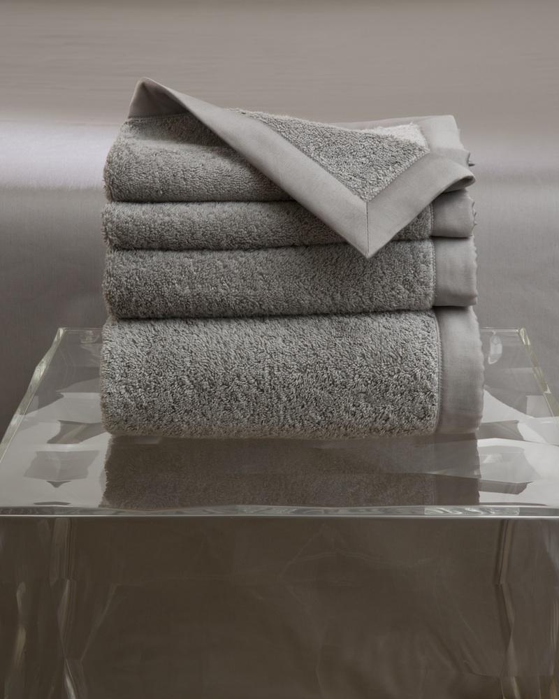 Набор полотенец MOLLE GREY (4 шт)Комплекты полотенец<br>&amp;lt;div&amp;gt;Набор полотенец 4 шт. в подарочной коробке. Стирка 40 С, Глажка 150 градусов. Итальянский бренд &amp;quot;Fiori di Venezia&amp;quot;, занимающийся элитным текстилем для дома, отличает высочайшее качество и уникальный дизайн. В студии бренда рождаются коллекции постельного и столового белья, махровых изделий, пледов, покрывал, декоративных подушек. Его коллекции несут в себе ультрасовременные тенденции в сочетании с многовековыми традициями объединяя изысканную роскошь с утонченным изяществом. Для производства своих коллекций &amp;quot;Fiori di Venezia&amp;quot; использует материалы и ткани высочайшего качества, в частности для постельного белья применяется великолепный сатин из египетского длинноволокнистого хлопка, произведенный непосредственно в Италии, с плотностью от 300 до 1000 ТС, что дает ему непревзойденную мягкость и гладкость.&amp;amp;nbsp;&amp;lt;/div&amp;gt;&amp;lt;div&amp;gt;&amp;lt;br&amp;gt;&amp;lt;/div&amp;gt;&amp;lt;div&amp;gt;Полотенце - 70х155 см - 1 шт., полотенце - 50х85 см - 1 шт., полотенце - 50х35 см - 2 шт.&amp;lt;/div&amp;gt;&amp;lt;div&amp;gt;Материал: Основная ткань - 100% высококачественный хлопок (570 г/м2), Отделка - 100% египетский длинноволокнистый хлопок (сатин, 300 ТС)&amp;lt;/div&amp;gt;<br><br>Material: Хлопок