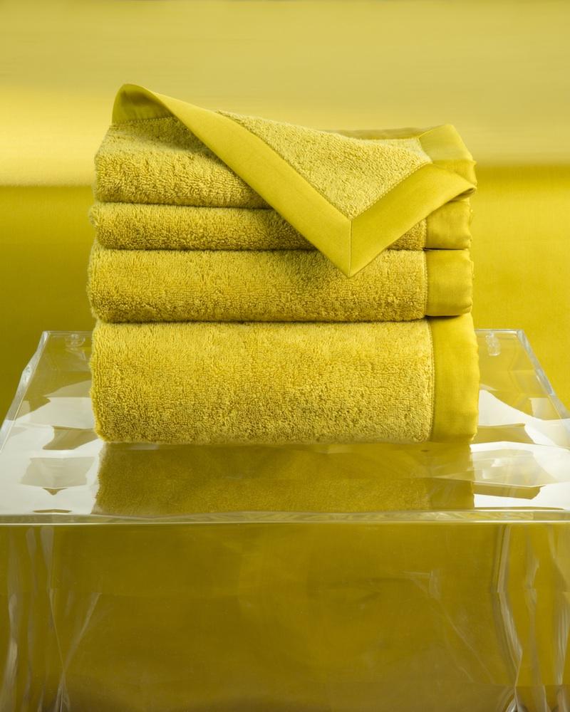 Набор полотенец MOLLE BERG (4 шт)Комплекты полотенец<br>Набор полотенец 4 шт. в  подарочной коробке. Стирка 40 С, Глажка 150 градусов. Итальянский бренд &amp;quot;Fiori di Venezia&amp;quot;, занимающийся элитным текстилем для дома, отличает высочайшее качество и уникальный дизайн. В студии бренда рождаются коллекции постельного и столового белья, махровых изделий, пледов, покрывал, декоративных подушек. Его коллекции несут в себе ультрасовременные тенденции в сочетании с многовековыми традициями объединяя изысканную роскошь с утонченным изяществом. Для производства своих коллекций &amp;quot;Fiori di Venezia&amp;quot; использует материалы и ткани высочайшего качества, в частности для постельного белья применяется великолепный сатин из египетского длинноволокнистого хлопка, произведенный непосредственно в Италии, с плотностью от 300 до 1000 ТС, что дает ему непревзойденную мягкость и гладкость.&amp;amp;nbsp;&amp;lt;div&amp;gt;&amp;lt;br&amp;gt;&amp;lt;/div&amp;gt;&amp;lt;div&amp;gt;&amp;lt;span style=&amp;quot;line-height: 24.9999px;&amp;quot;&amp;gt;Полотенце - 70х155 см - 1 шт., полотенце - 50х85 см - 1 шт., полотенце - 50х35 см - 2 шт.&amp;lt;/span&amp;gt;&amp;lt;br&amp;gt;&amp;lt;/div&amp;gt;&amp;lt;div&amp;gt;Материал:&amp;amp;nbsp;Основная ткань - 100% высококачественный хлопок (570 г/м2), Отделка - 100% египетский длинноволокнистый хлопок (сатин, 300 ТС)&amp;lt;br&amp;gt;&amp;lt;/div&amp;gt;<br><br>Material: Хлопок