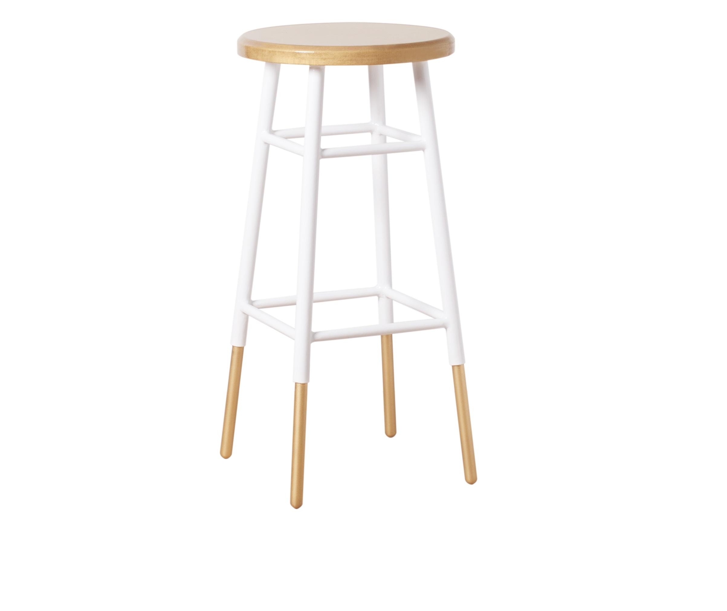 Барный стулБарные стулья<br>Барный металлический стул золотого цвета. Ножки частично окрашены в белый цвет. Он станет важным стилистическим акцентом в интерьере кухни в стиле fashion или эклектика. Произведено в России. Металлические детали обработаны порошковой покраской методом напыления. Эта технология обеспечивает высокое качество поверхности металла и способна придать красивый оттенок золотому покрытию.<br><br>Material: Металл<br>Length см: None<br>Width см: None<br>Depth см: None<br>Height см: 75<br>Diameter см: 34