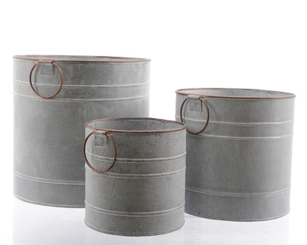 Сет из трёх кадушек для растенийКашпо и вазы для сада<br>Размеры: 26x26cm<br><br>диам. 22x21cm<br><br>диам. 17x16cm<br><br>Material: Металл