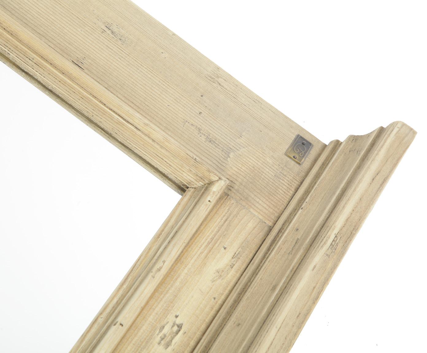 Зеркало настенноеНастенные зеркала<br>Несомненным преимуществом цветной мебели &amp;quot;Кантри&amp;quot; является ее высокое качество. Коллекция изготовлена в Румынии и выполнена полностью из массива дерева (средиземноморская сосна). Мебель &amp;quot;Кантри&amp;quot; из массива рассчитана на длительное и активное использование.<br>Кроме того, большая часть предметов коллекции  &amp;quot;Кантри&amp;quot; покрыта двумя слоями красок разных цветов и запатинирована. Искусственная состаренность придает мебели особый теплый деревенский шарм.<br><br>Material: Сосна<br>Length см: None<br>Width см: 86<br>Depth см: 3<br>Height см: 105<br>Diameter см: None