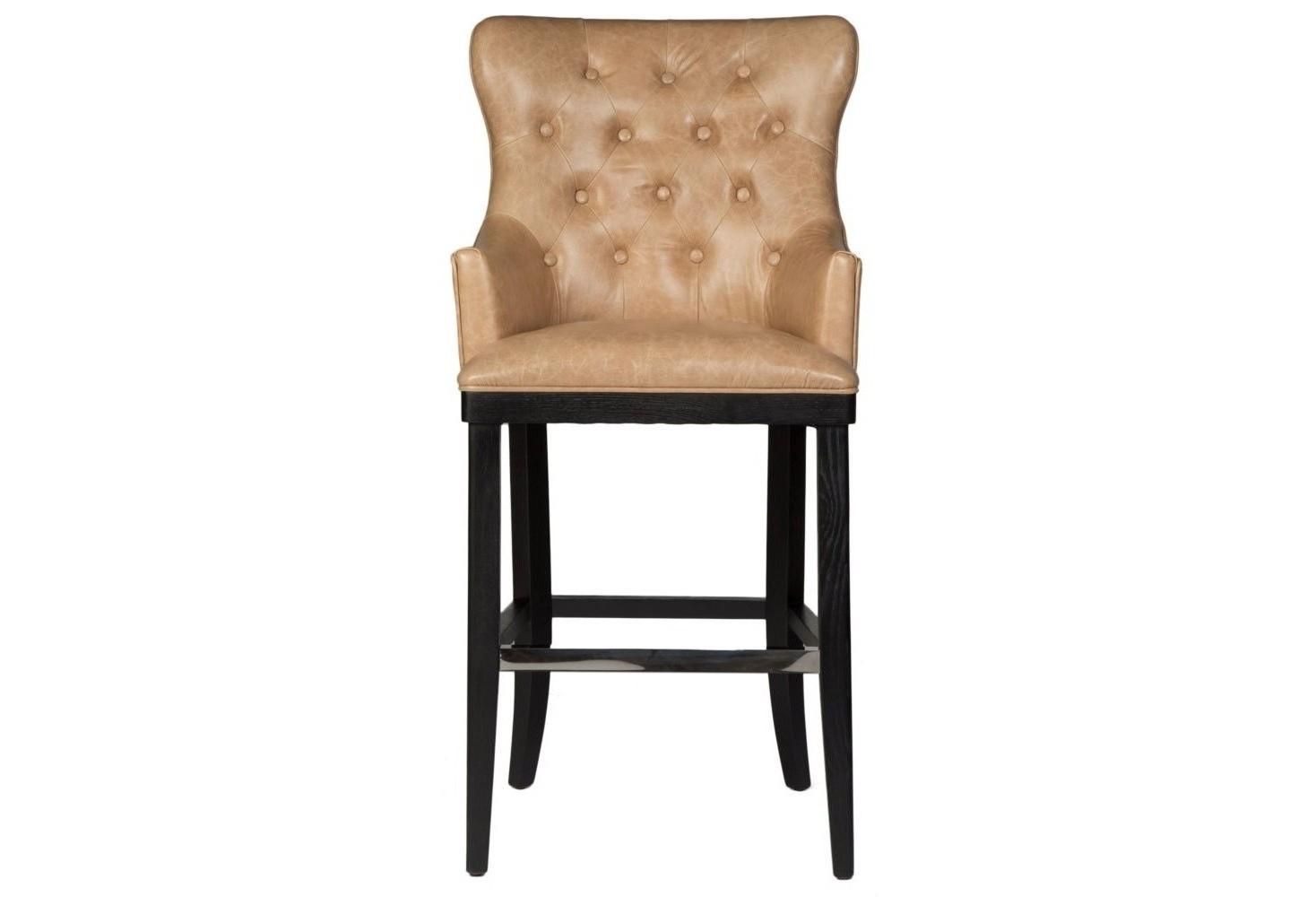 Стул барный DiamondБарные стулья<br>В этом элегантном высоком стуле дизайнерам мастерски удалось передать атмосферу нью-йоркского бара, в который любят заглянуть представители золотого бомонда. Коричневая кожа, стильная отделка и строгие деревянные ножки – он просто создан для того, чтобы сделать Ваш дом стильным и экстравагантным.<br><br>Material: Кожа<br>Width см: 61<br>Depth см: 68<br>Height см: 123