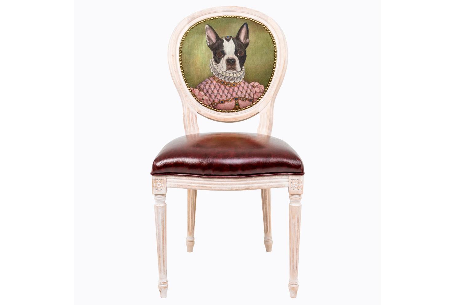Стул Музейный экспонат, версия 15Обеденные стулья<br>Прототипом персонажа &amp;quot;Музейный экспонат&amp;quot; (версия 15) послужила картина Франсуа Клуэ, написавшего портрет  Елизаветы Австрийской, - французской королевы XVI века, родившейся в Вене и ставшей супругой короля Франции Карла IX. Она считалась одной из красивейших принцесс Европы.&amp;amp;nbsp;Стулья серии &amp;quot;Музейный экспонат&amp;quot; имитируют дворцовую эпоху Луи-Филиппа, предпочитающую благородные лаконичные формы, раскрашенные золотистыми анкерами и филигранной резьбой. Натуральное дерево и ручная работа одухотворяют предметы мебели, вносят эмоции тепла и персональной заботы. Стулья изготовлены из ядра натурального бука. Корпусы стульев серии &amp;quot;Музейный экспонат&amp;quot; выточены, брашированы и патинированы в Италии. Благородная фактура натурального дерева подчеркнута рукописной патиной. Обивка спинки оснащена тефлоновым покрытием против пятен.&amp;lt;div&amp;gt;&amp;lt;br&amp;gt;&amp;lt;/div&amp;gt;&amp;lt;div&amp;gt;Материал сидения - экокожа.&amp;lt;/div&amp;gt;<br><br>Material: Дерево<br>Width см: 50<br>Depth см: 47<br>Height см: 98