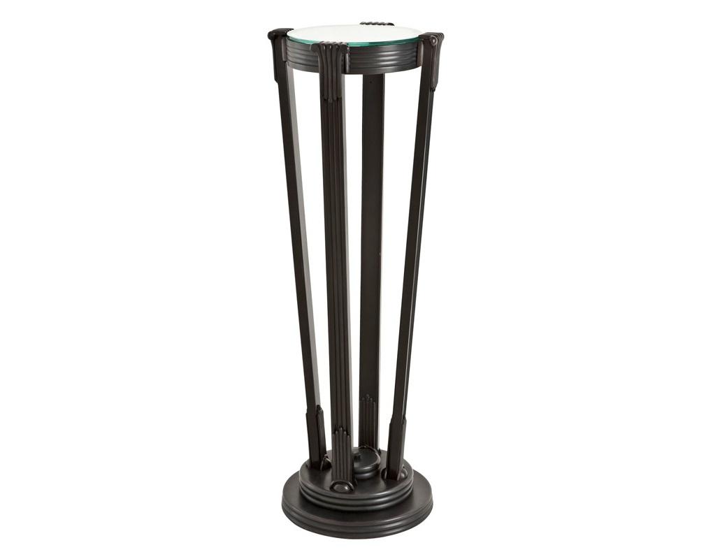 КолоннаНеглубокие консоли<br>Колонна Column Demoiselle выполнена из металла цвета античная бронза. Столешница из плотного прозрачного стекла.<br><br>Material: Стекло<br>Height см: 105<br>Diameter см: 28
