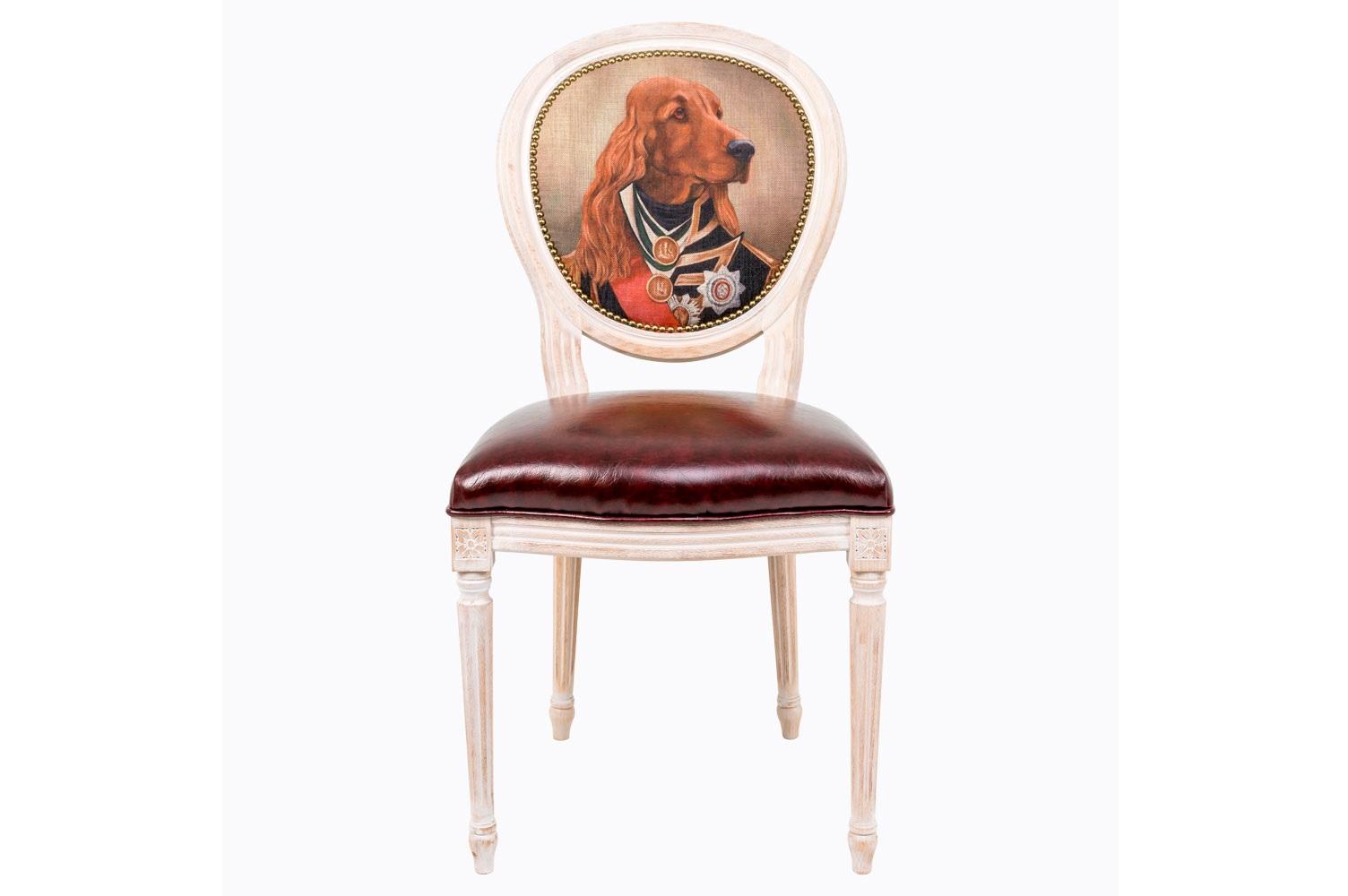 Стул Музейный экспонат, версия 7Обеденные стулья<br>Прототипом анималистической фантазии дизайна стула «Музейный экспонат»  стала картина кисти Уильяма Бичи, - известного английского художника начала XIX века, написавшего самый известный из портретов лорда Горацио Нельсона, - вице-адмирала, командующего британским флотом.&amp;amp;nbsp;Стулья серии &amp;quot;Музейный экспонат&amp;quot; имитируют дворцовую эпоху Луи-Филиппа, предпочитающую благородные лаконичные формы, раскрашенные золотистыми анкерами и филигранной резьбой. Натуральное дерево и ручная работа одухотворяют предметы мебели, вносят эмоции тепла и персональной заботы. Стулья изготовлены из ядра натурального бука. Корпусы стульев серии &amp;quot;Музейный экспонат&amp;quot; выточены, брашированы и патинированы в Италии. Благородная фактура натурального дерева подчеркнута рукописной патиной. Обивка спинки оснащена тефлоновым покрытием против пятен.&amp;lt;div&amp;gt;&amp;lt;br&amp;gt;&amp;lt;/div&amp;gt;&amp;lt;div&amp;gt;Материал сидения - экокожа.&amp;lt;/div&amp;gt;<br><br>Material: Дерево<br>Ширина см: 50<br>Высота см: 98<br>Глубина см: 47