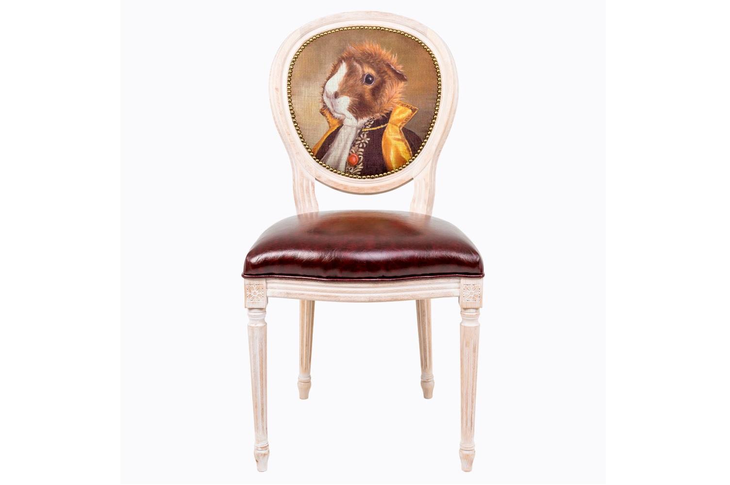 Стул Музейный экспонат, версия 19Обеденные стулья<br>Стулья серии &amp;quot;Музейный экспонат&amp;quot; имитируют дворцовую эпоху Луи-Филиппа, предпочитающую благородные лаконичные формы, раскрашенные золотистыми анкерами и филигранной резьбой. Натуральное дерево и ручная работа одухотворяют предметы мебели, вносят эмоции тепла и персональной заботы. Стулья изготовлены из ядра натурального бука. Корпусы стульев серии &amp;quot;Музейный экспонат&amp;quot; выточены, брашированы и патинированы в Италии. Благородная фактура натурального дерева подчеркнута рукописной патиной. Обивка спинки оснащена тефлоновым покрытием против пятен.&amp;lt;div&amp;gt;&amp;lt;br&amp;gt;&amp;lt;/div&amp;gt;&amp;lt;div&amp;gt;Материал сидения - экокожа.&amp;lt;/div&amp;gt;<br><br>Material: Дерево<br>Width см: 50<br>Depth см: 47<br>Height см: 98