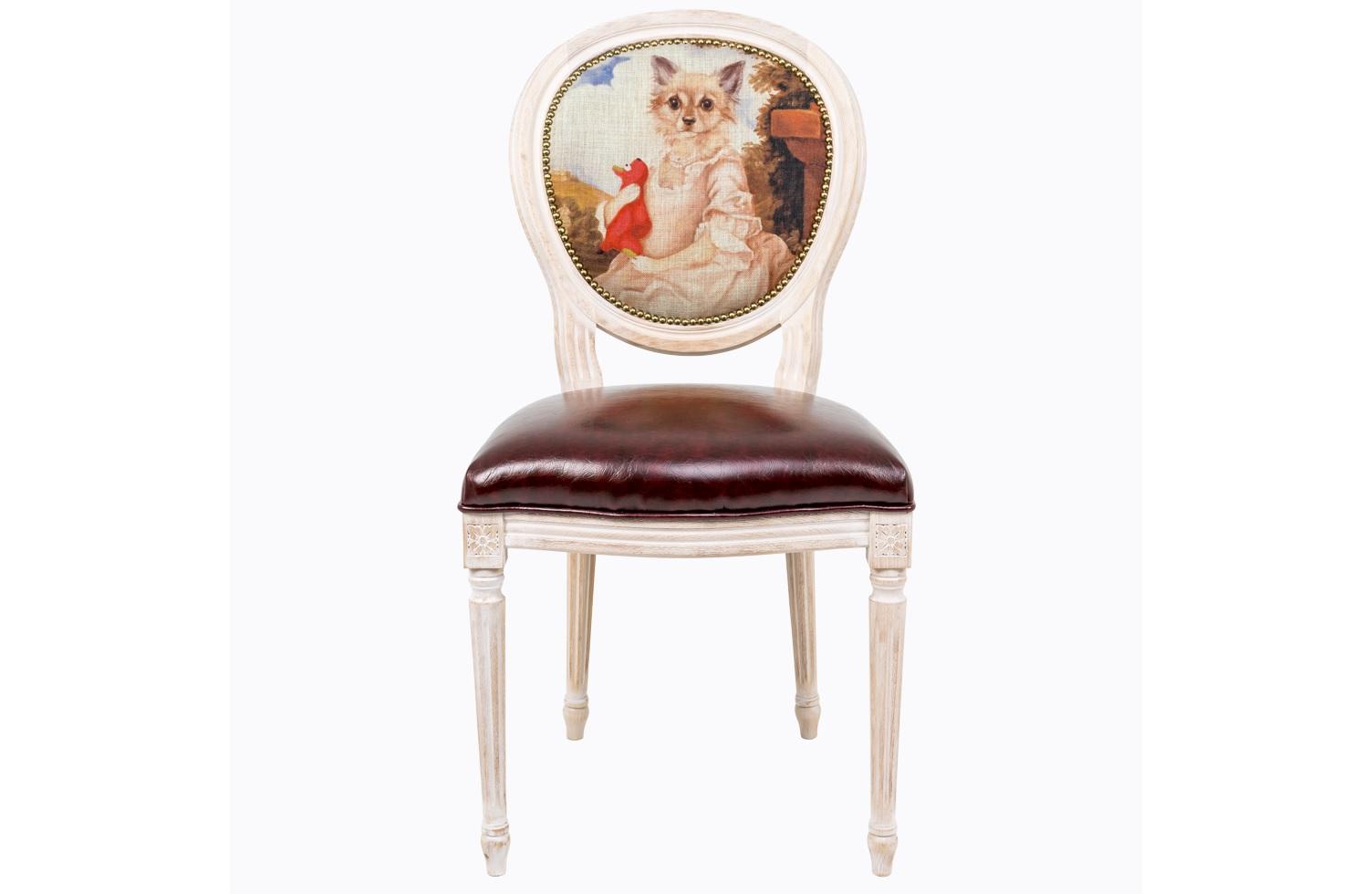 Стул Музейный экспонат, версия 18Обеденные стулья<br>Стулья серии &amp;quot;Музейный экспонат&amp;quot; имитируют дворцовую эпоху Луи-Филиппа, предпочитающую благородные лаконичные формы, раскрашенные золотистыми анкерами и филигранной резьбой. Натуральное дерево и ручная работа одухотворяют предметы мебели, вносят эмоции тепла и персональной заботы. Стулья изготовлены из ядра натурального бука. Корпусы стульев серии &amp;quot;Музейный экспонат&amp;quot; выточены, брашированы и патинированы в Италии. Благородная фактура натурального дерева подчеркнута рукописной патиной. Обивка спинки оснащена тефлоновым покрытием против пятен.&amp;lt;div&amp;gt;&amp;lt;br&amp;gt;&amp;lt;/div&amp;gt;&amp;lt;div&amp;gt;Материал сидения - экокожа.&amp;lt;/div&amp;gt;<br><br>Material: Дерево<br>Width см: 50<br>Depth см: 47<br>Height см: 98