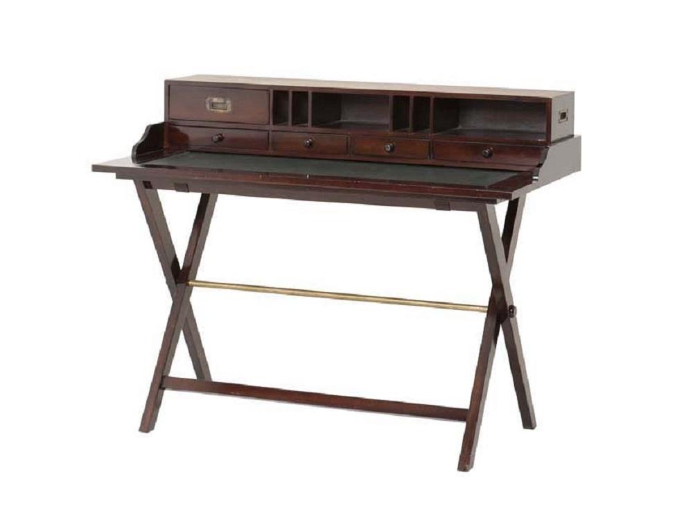 СтолСекретеры и бюро<br>Стол Travel Desk Sahara выполнен из лакированного дерева темно-коричневого цвета. 5 выдвижных ящичков для письменных принадлежностей. Кожаная вставка на столешнице.<br><br>Material: Дерево<br>Width см: 120<br>Depth см: 65<br>Height см: 95