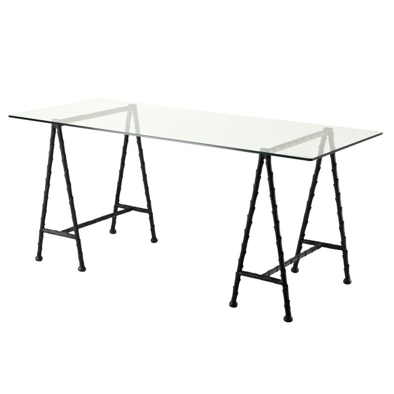 СтолОбеденные столы<br>Стол Desk Barton с металлическом основанием темно-бронзового цвета. Столешница выполнена из плотного прозрачного стекла.<br><br>Material: Стекло<br>Ширина см: 170<br>Высота см: 77<br>Глубина см: 80