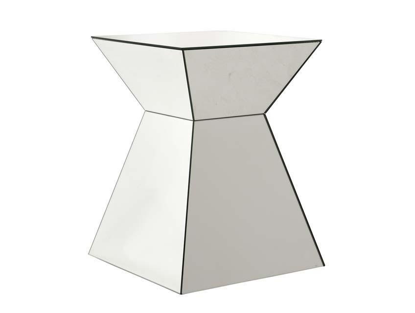 СтолПриставные столики<br>Приставной столик Side Table Pyramid выполнен из зеркального стекла.<br><br>Material: Металл<br>Width см: 50<br>Depth см: 50<br>Height см: 65