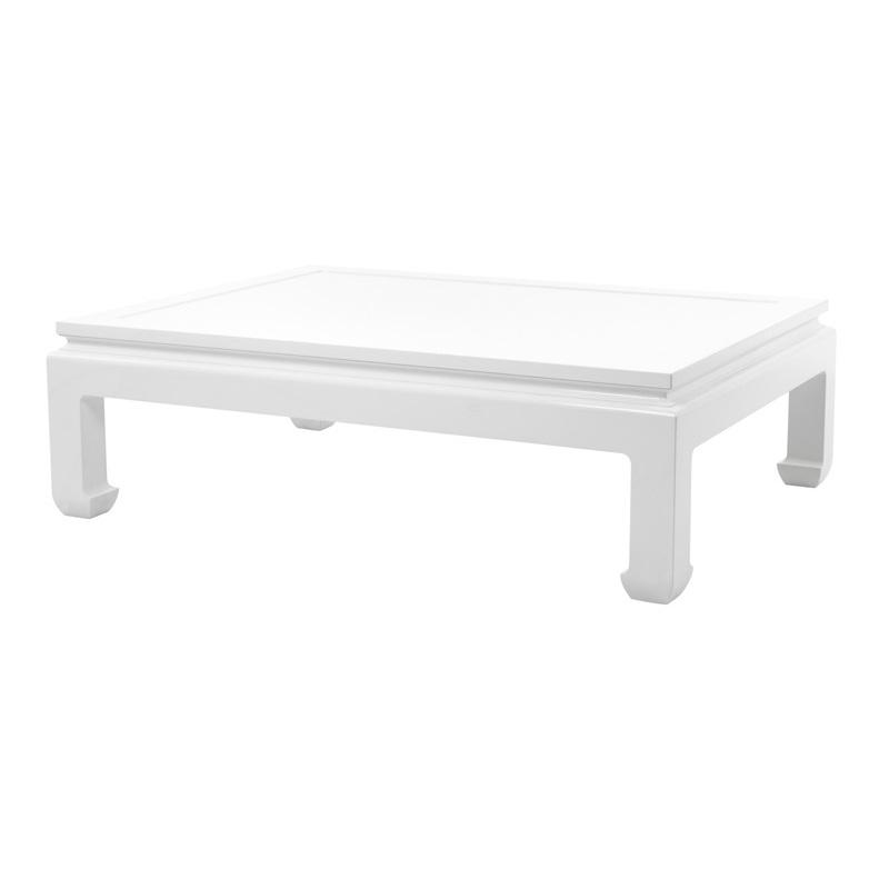 Журнальный столикЖурнальные столики<br>Журнальный столик Coffee Table Opium выполнен из дерева лакированного белого цвета.<br><br>Material: Дерево<br>Ширина см: 160<br>Высота см: 49<br>Глубина см: 120