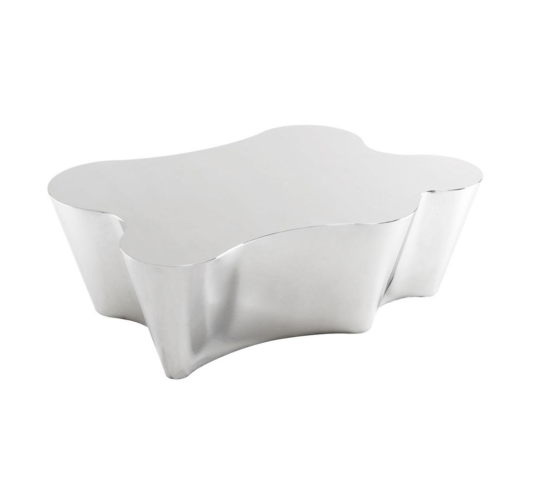 Журнальный столикЖурнальные столики<br>Журнальный столик Coffee Table Sceptre выполнен из полированной нержавеющей стали.<br><br>Material: Сталь<br>Width см: 116<br>Depth см: 76<br>Height см: 38