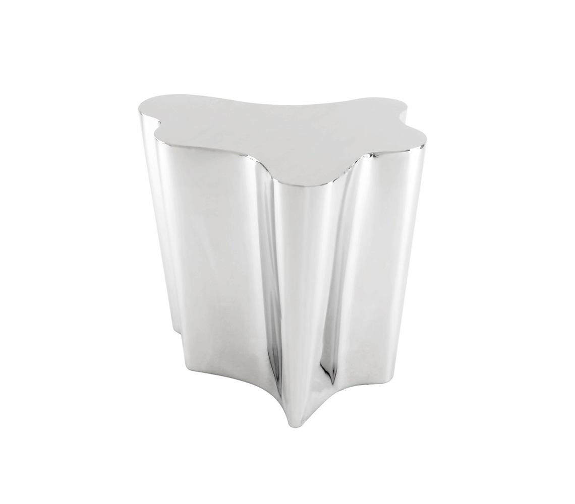 СтолПриставные столики<br>Приставной столик Side Table Sceptre выполнен из полированной нержавеющей стали.<br><br>Material: Сталь<br>Ширина см: 67<br>Высота см: 55<br>Глубина см: 61
