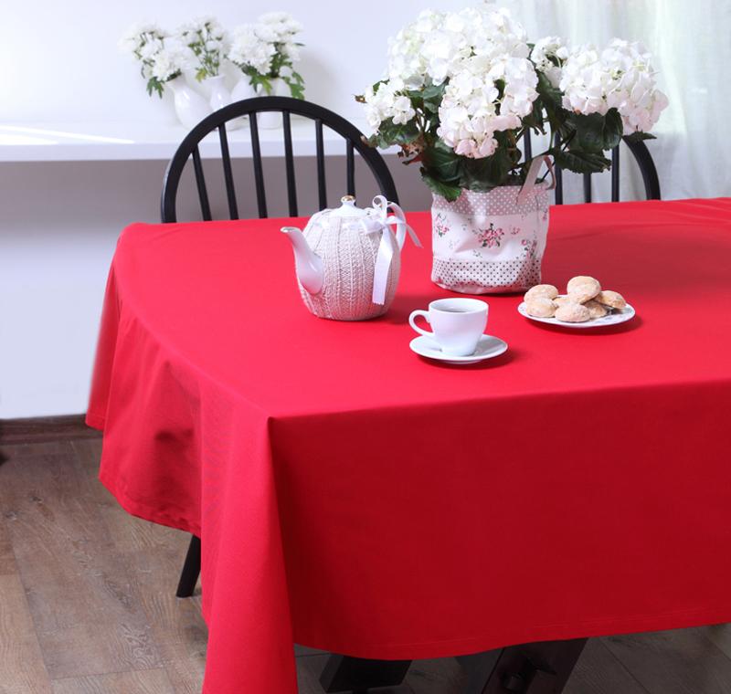 Скатерть БейсикСкатерти<br>Скатерть из коллекции «Бейсик» идеально подойдет для сервировки и декорирования стола. Она сшита из высококачественного твила, состоящего из натурального хлопка – 65% и полиэстера – 35%, и имеет яркий красный цвет. Скатерть выполнена в классическом стиле, она тонко подчеркнет стиль кухни, столовой или гостиной и украсит даже праздничный стол.<br><br>Material: Хлопок<br>Length см: 145<br>Width см: 145