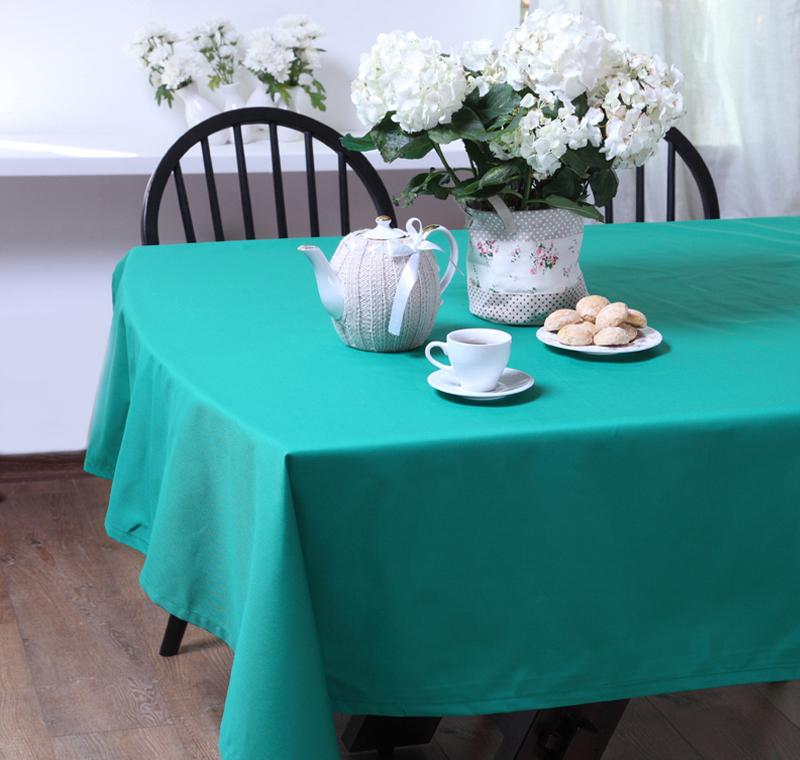 Скатерть БейсикСкатерти<br>Скатерть из коллекции «Бейсик» идеально подойдет для сервировки и декорирования стола. Она сшита из высококачественного твила, состоящего из натурального хлопка – 65% и полиэстера – 35%, и имеет яркий зеленый цвет. Скатерть выполнена в классическом стиле, она тонко подчеркнет стиль кухни, столовой или гостиной и украсит даже праздничный стол.<br><br>Material: Хлопок<br>Length см: 320<br>Width см: 145