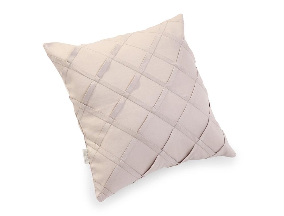 Подушка декоративная Роял солтворксКвадратные подушки и наволочки<br>Подушка «Роял Солтворкс» – элегантный декор для спальни. Важной характеристикой модели является ее абсолютная экологичность. Подушка изготовлена из 100% натурального материала – твила. Она имеет кремневый серый цвет и выполнена в классическом стиле. <br><br>Ее декоративные элементы исполнены безупречно, все строчки идеально ровные, а ткань не имеет изъянов и очень приятна на ощупь. Такой аксессуар прекрасно дополнит интерьер нежной спальни.&amp;lt;div&amp;gt;&amp;lt;br&amp;gt;&amp;lt;/div&amp;gt;<br><br>Material: Хлопок<br>Width см: 45<br>Height см: 45