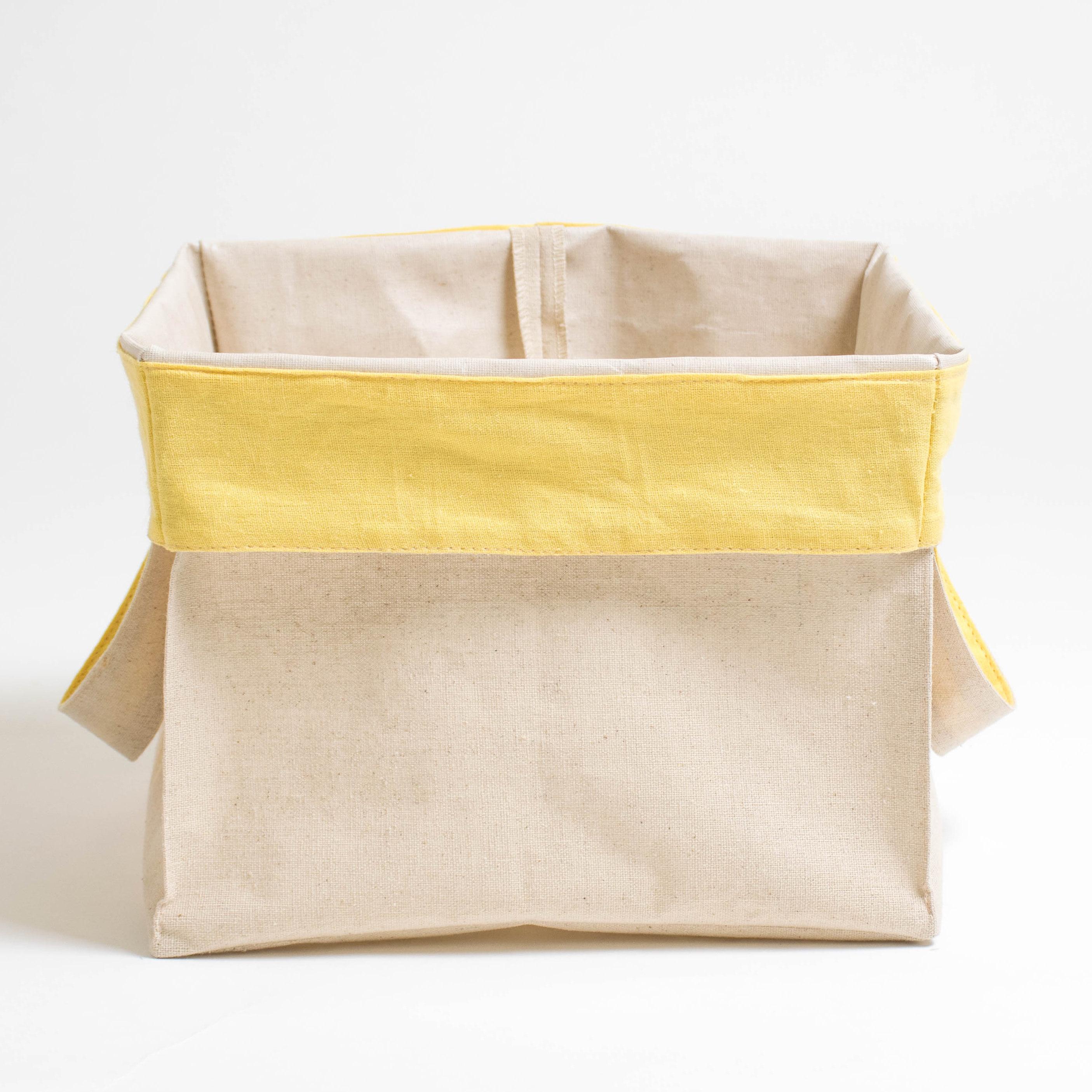 Короб с ручками ПровансАксессуары для кухни<br>Короб «Прованс» квадратный, с жёлтым отворотом<br><br>Квадратный короб изо льна с внутренней ламинацией, безопасной для здоровья, это обязательный предмет для каждого дома!<br><br>Внешняя сторона короба из хлопкольна, внутренняя часть заламинирована. Благодаря этому, короб можно использовать в кухне, спальне и даже ванной комнате! Для того, чтобы фрукты и овощи не теряли свой аромат, их не следует убирать в холодильник. Сложите, например, яблоки в корзинку и поставьте на обеденный стол. Можете даже предварительно их вымыть, для того чтобы домочадцы кушали «живые витамины» прямо из корзинки.<br><br>Наши ламинированные корзинки не боятся влаги! Поэтому они пригодятся Вам и в ванной комнате. В них можно убрать косметику, мочалки и детские игрушки, с которыми малыш играет во время приёма ванной. Квадратные короба «Прованс» являются хорошими помощниками и для наведения порядка в шкафах — в них можно сложить носочки, детские игрушки, нитки для вязание и многое другое.<br><br>Короба «Прованс» этот товар, который можно приобретать впрок, поскольку они складываются в плоский квадрат и практически не занимают места при хранении в шкафах!&amp;amp;nbsp;<br><br>Material: Хлопок<br>Width см: 27<br>Depth см: 27<br>Height см: 27