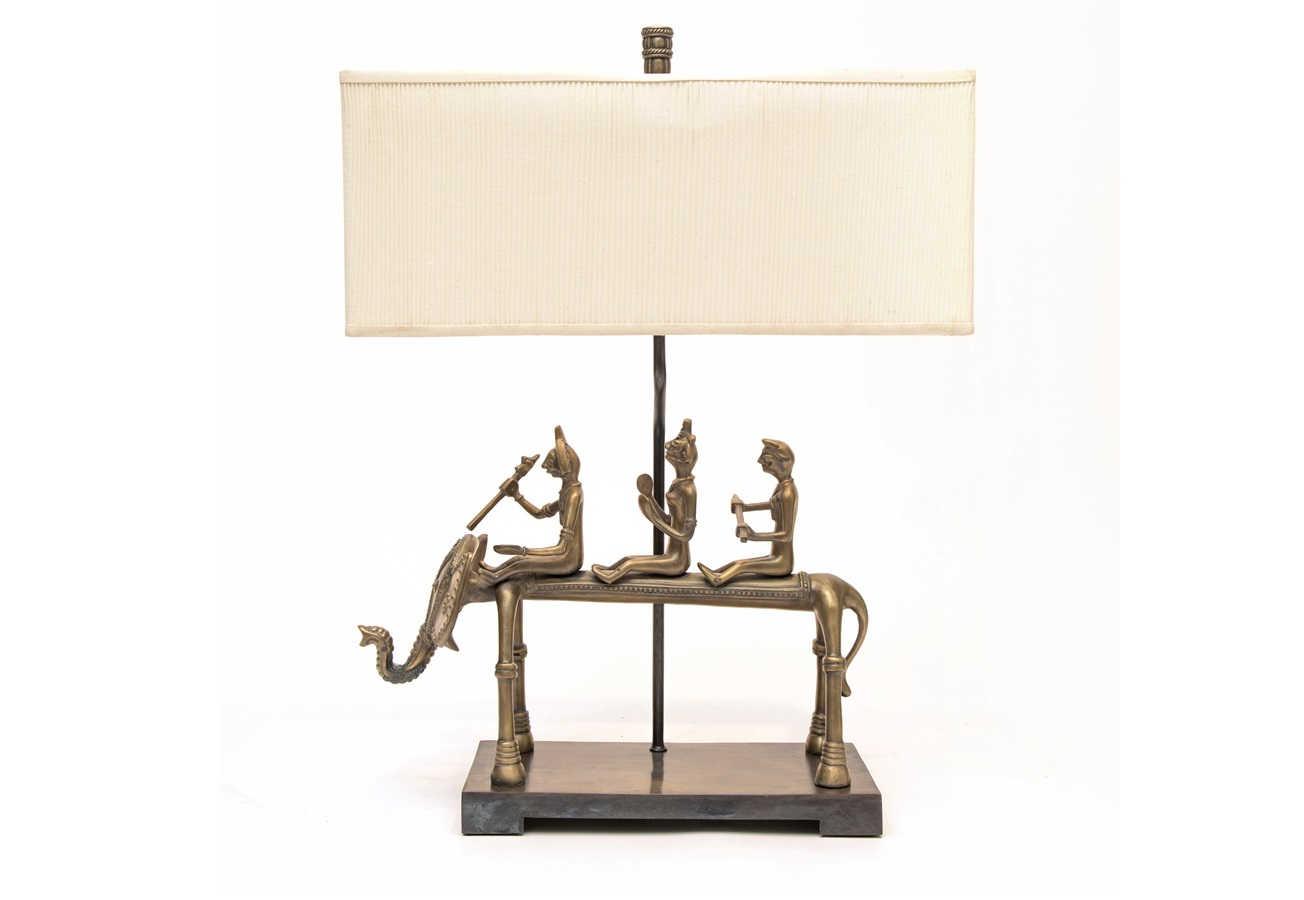 Светильник ElephantДекоративные лампы<br>Три наездника и один фантазийный слон. У каждого – свой характер и настроение, каждый – богат деталями, которые не надоедает рассматривать. Уникальный продукт ручной работы. Основание светильника отлито из латуни, текстильный абажур цвета слоновой кости.<br><br>Material: Металл<br>Ширина см: 60<br>Высота см: 73<br>Глубина см: 30
