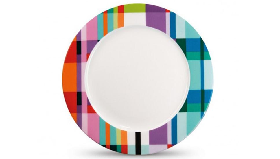 Фарфоровая тарелка ZigzagТарелки<br>Яркая идея для сервировки. Тарелка, изготовленная из изысканного костяного фарфора, декорирована по краям жизнерадостным разноцветным орнаментом. В качестве бонуса: стильная подарочная упаковка.<br><br>Material: Фарфор<br>Height см: 1,5<br>Diameter см: 21
