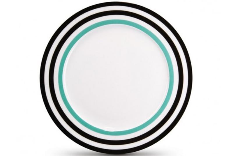 Фарфоровая тарелка Black linesТарелки<br>Яркая идея для сервировки. Тарелка, изготовленная из изысканного костяного фарфора, декорирована по краям жизнерадостным разноцветным орнаментом. В качестве бонуса: стильная подарочная упаковка.<br><br>Material: Фарфор<br>Height см: 1,5<br>Diameter см: 21