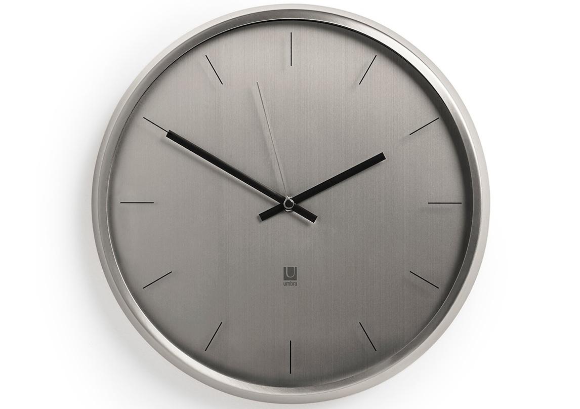 Часы настенные MetaНастенные часы<br>Стильные металлические настенные часы с прозрачной стеклянной линзой. Идеально впишется в интерьер в стиле модерн. Корпус выполнен из металла с эффектом шлифовки. Как и у других часов Umbra у них совершенно бесшумный ход.&amp;lt;div&amp;gt;&amp;lt;br&amp;gt;&amp;lt;/div&amp;gt;&amp;lt;div&amp;gt;Работают от стандартной батарейки АА (не входит в комплект).&amp;lt;/div&amp;gt;&amp;lt;div&amp;gt;Дизайнер Umbra Studio&amp;lt;/div&amp;gt;<br><br>Material: Металл<br>Diameter см: 31,8