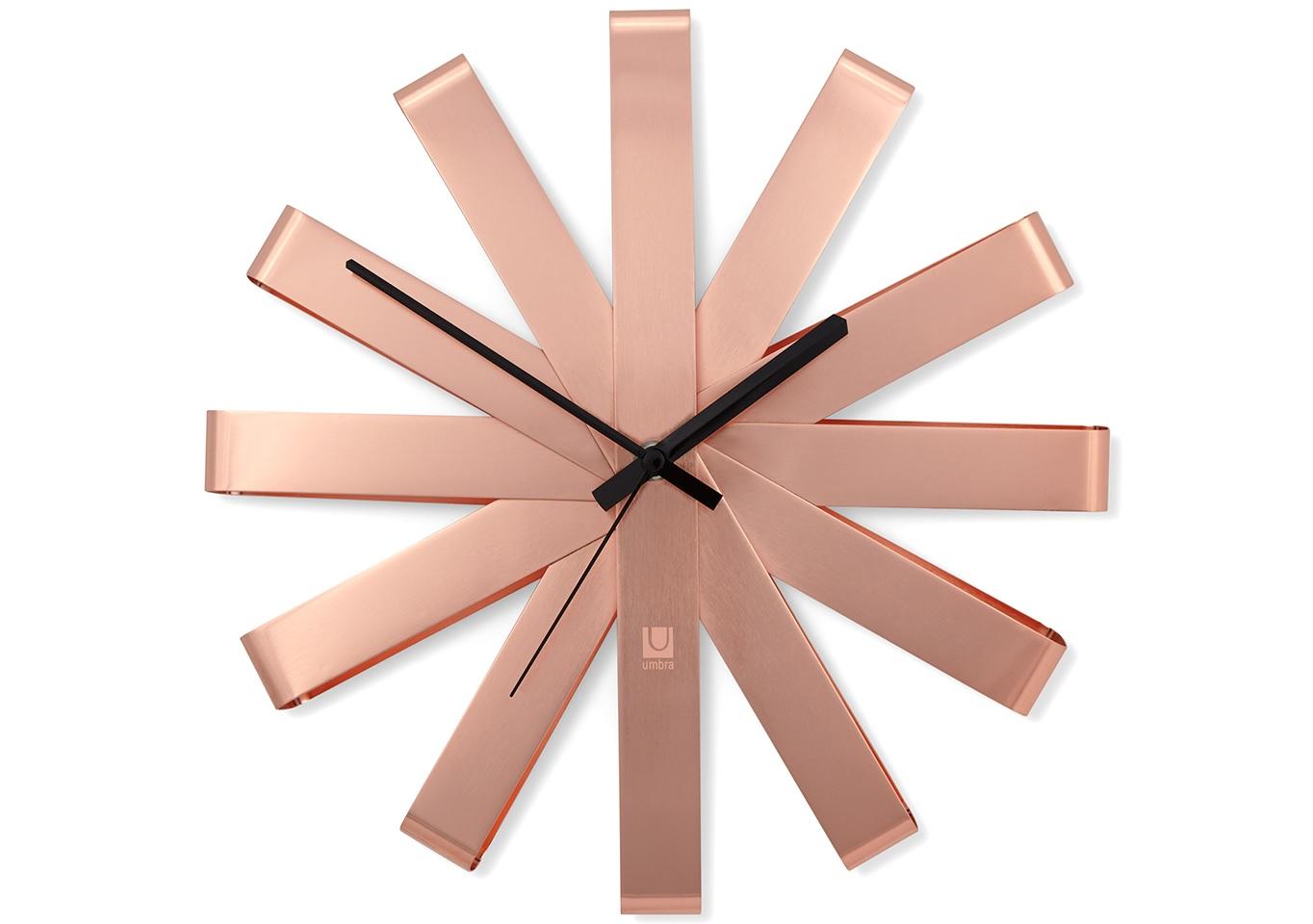 Часы настенные RibbonНастенные часы<br>Оригинальные металлические часы, циферблат которых по форме напоминает своеобразный ленточный бант. Бесшумный ход.Работают от одной стандартной батарейки АА (в комплект не входит).Дизайн: Michelle Ivankovic<br><br>kit: None<br>gender: None