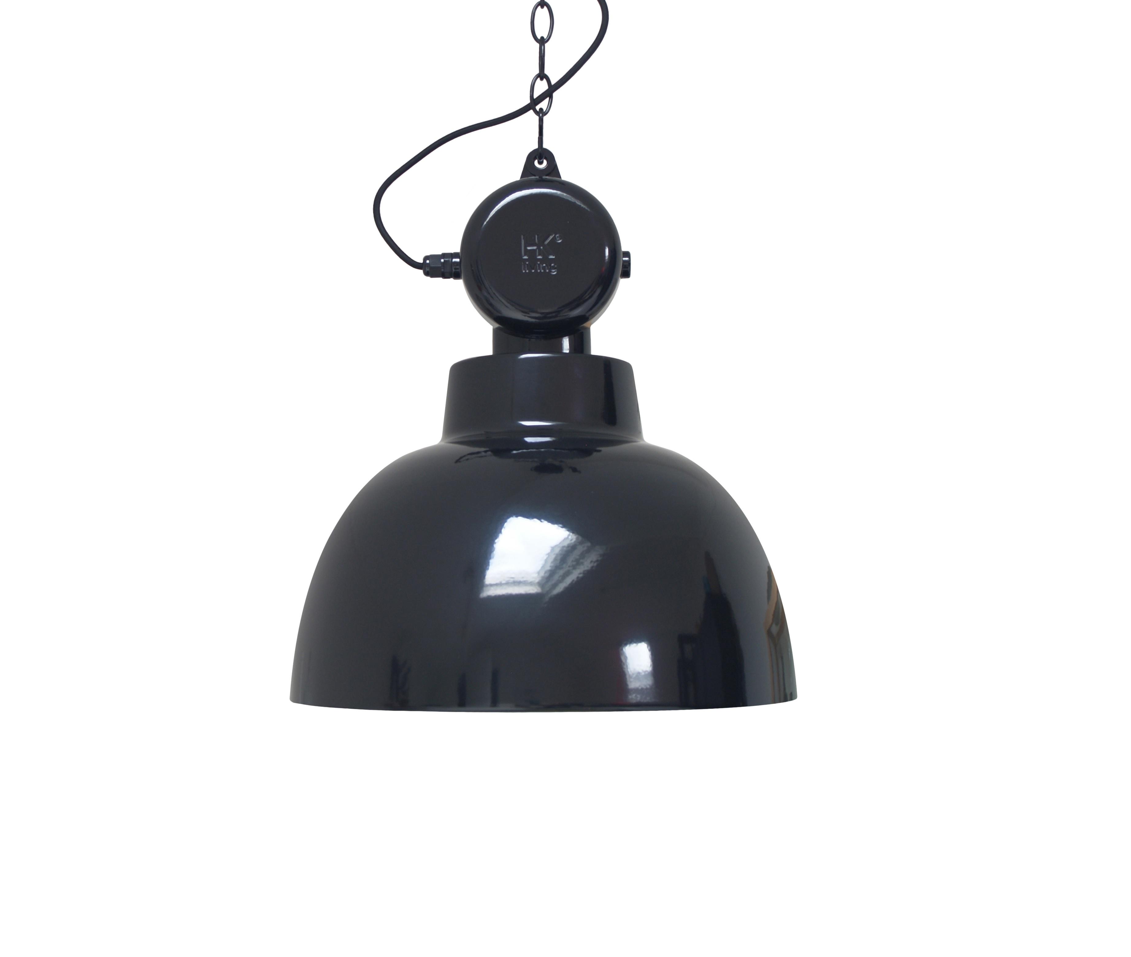Лампа FACTORYПодвесные светильники<br>Индустриальный светильник в новом исполнении. Черный шнур + металлическая цепь длиной 2 м.&amp;lt;div&amp;gt;&amp;lt;br&amp;gt;&amp;lt;/div&amp;gt;&amp;lt;div&amp;gt;Вид цоколя: Е27&amp;lt;/div&amp;gt;&amp;lt;div&amp;gt;Мощность: 60W&amp;lt;/div&amp;gt;&amp;lt;div&amp;gt;Количество ламп: 1&amp;lt;/div&amp;gt;<br><br>Material: Металл<br>Height см: 55<br>Diameter см: 50