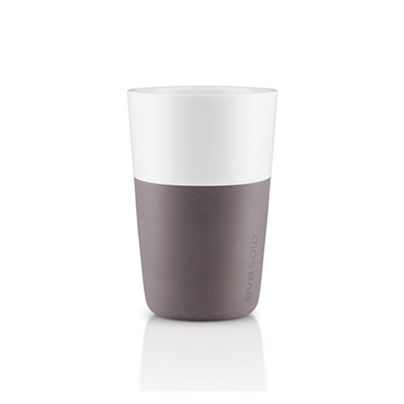 Набор чашек Latte (2 шт)Чайные пары, чашки и кружки<br>Дизайнеры Eva Solo разработали новые стаканы различной емкости для трех самых популярных видов кофе: эспрессо (80 мл), лунго (230 мл) и латте (360 мл). В них помещается именно то количество молока и пены, которое соответствует стандартным параметрам в популярных капсульных кофе-машинах. Чаши сделаны из фарфора с силиконовой оболочкой, которая защитит ваши пальцы от ожога. Стаканы можно мыть в посудомоечной машине, предварительно сняв силиконовую часть.&amp;lt;div&amp;gt;&amp;lt;br&amp;gt;&amp;lt;/div&amp;gt;&amp;lt;div&amp;gt;Объем одной чашки 360 мл.&amp;lt;/div&amp;gt;<br><br>Material: Фарфор<br>Высота см: 12