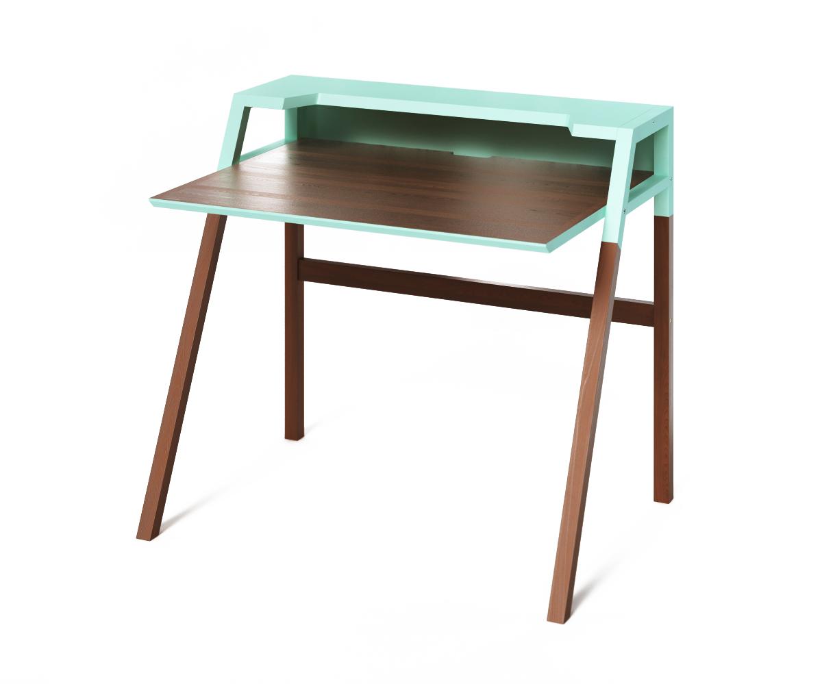 Компьютерный стол YOUKПисьменные столы<br>Столик&amp;amp;nbsp;YOUK создан для продуктивной работы за компьютером. Использование темно-коричневого и насыщенно-голубого цвета разбавят рутинную атмосферу кабинета. Идеален для интерьеров, выполненных в стиле минимализма.<br><br>Material: Дерево<br>Length см: 90<br>Width см: 70<br>Depth см: None<br>Height см: 88<br>Diameter см: None
