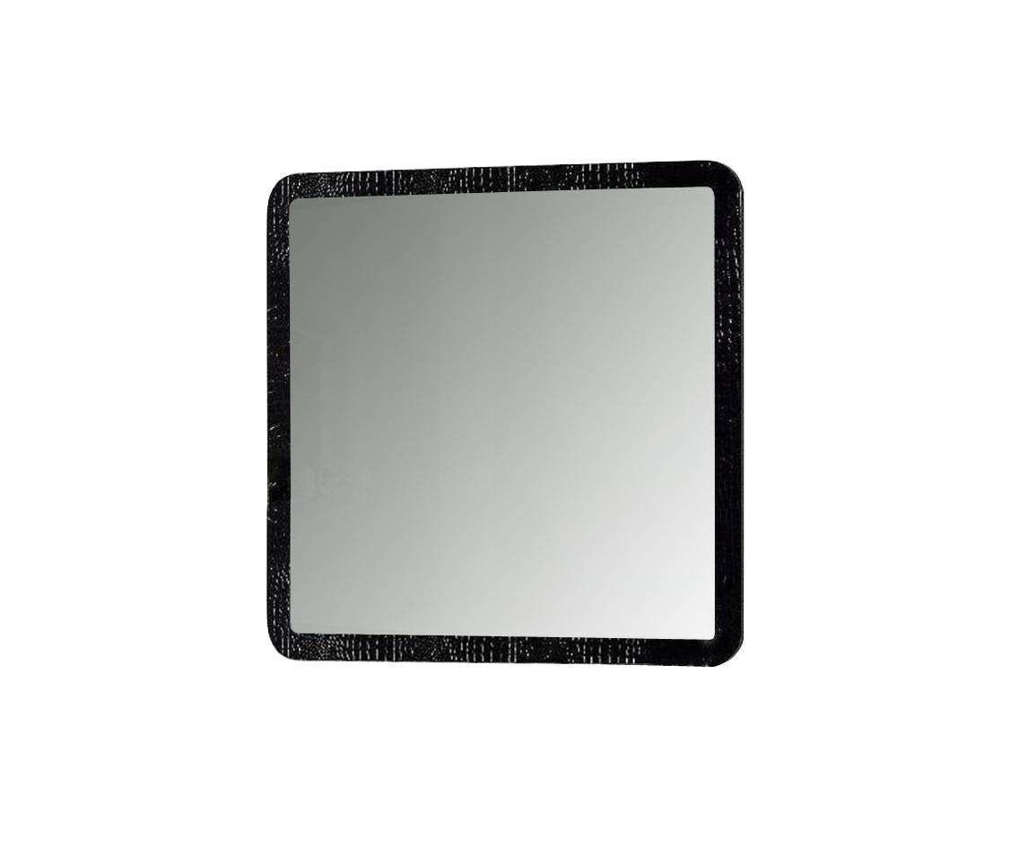 Зеркало BELLUNOНастенные зеркала<br>Крокодильей кожей может быть украшен не только стильный женский клатч или дорогое мужское портмоне. Теперь этот вид отделки используется и в оформлении интерьеров. Квадратная рамка зеркала &amp;quot;Belluno&amp;quot; со скругленными углами декорирована черным глянцевым лаком. Благодаря его мастерскому нанесению создается имитация натуральной кожи, выглядящей стильно и роскошно.<br><br>Material: Дерево<br>Length см: 103<br>Width см: 103<br>Depth см: 3