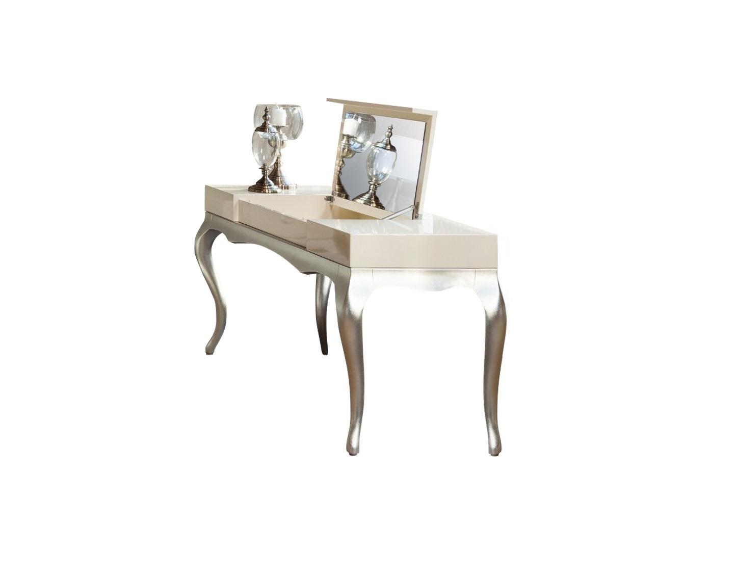 Туалетный столик VENEZIAТуалетные столики<br>Столик со встроенным в столешницу зеркалом выполнен в стиле Ар деко. В центральной части при открывании столешницы находится свободное пространство для хранения. Отделка перламутровый кремовый лак. Высокие гнутые ножки в отделке сусальное серебро. Сделан из массива дерева и высококачественного МДФ высокой плотности.<br><br>Material: Дерево