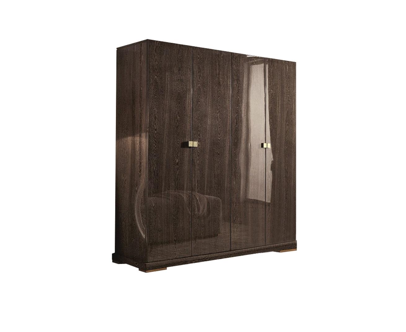 Гардероб FORLIПлатяные шкафы<br>Гардероб выполнен в современном стиле. Сделан из высококачественного МДФ высокой плотности и массива дерева. Отделка Wenge цвет C.<br><br>Material: Дерево<br>Ширина см: 204<br>Высота см: 210<br>Глубина см: 63