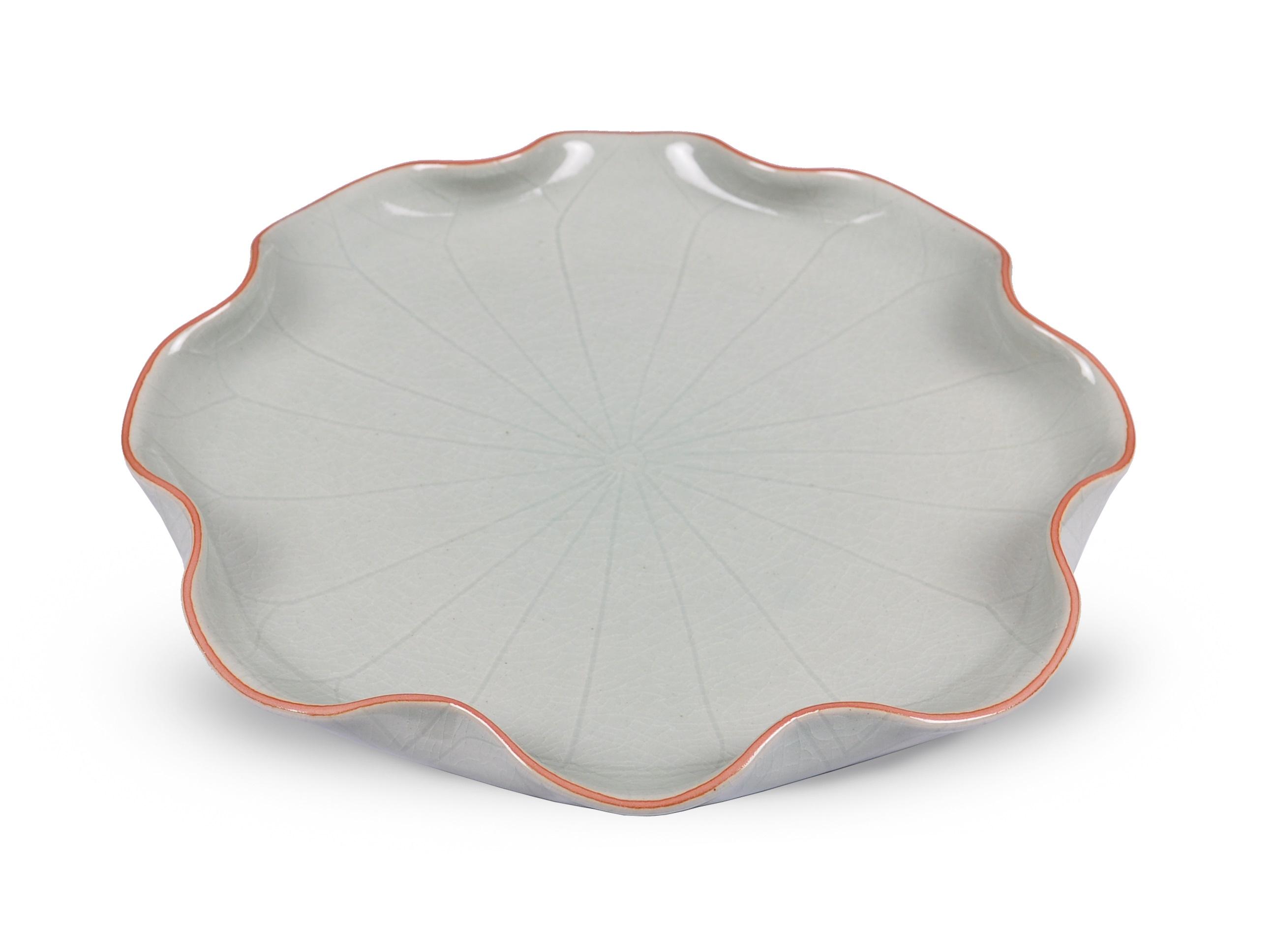 Тарелка в виде листа лотоса LotusДекоративные блюда<br>Материал: габардин.<br><br>Material: Керамика<br>Height см: 3<br>Diameter см: 31.5