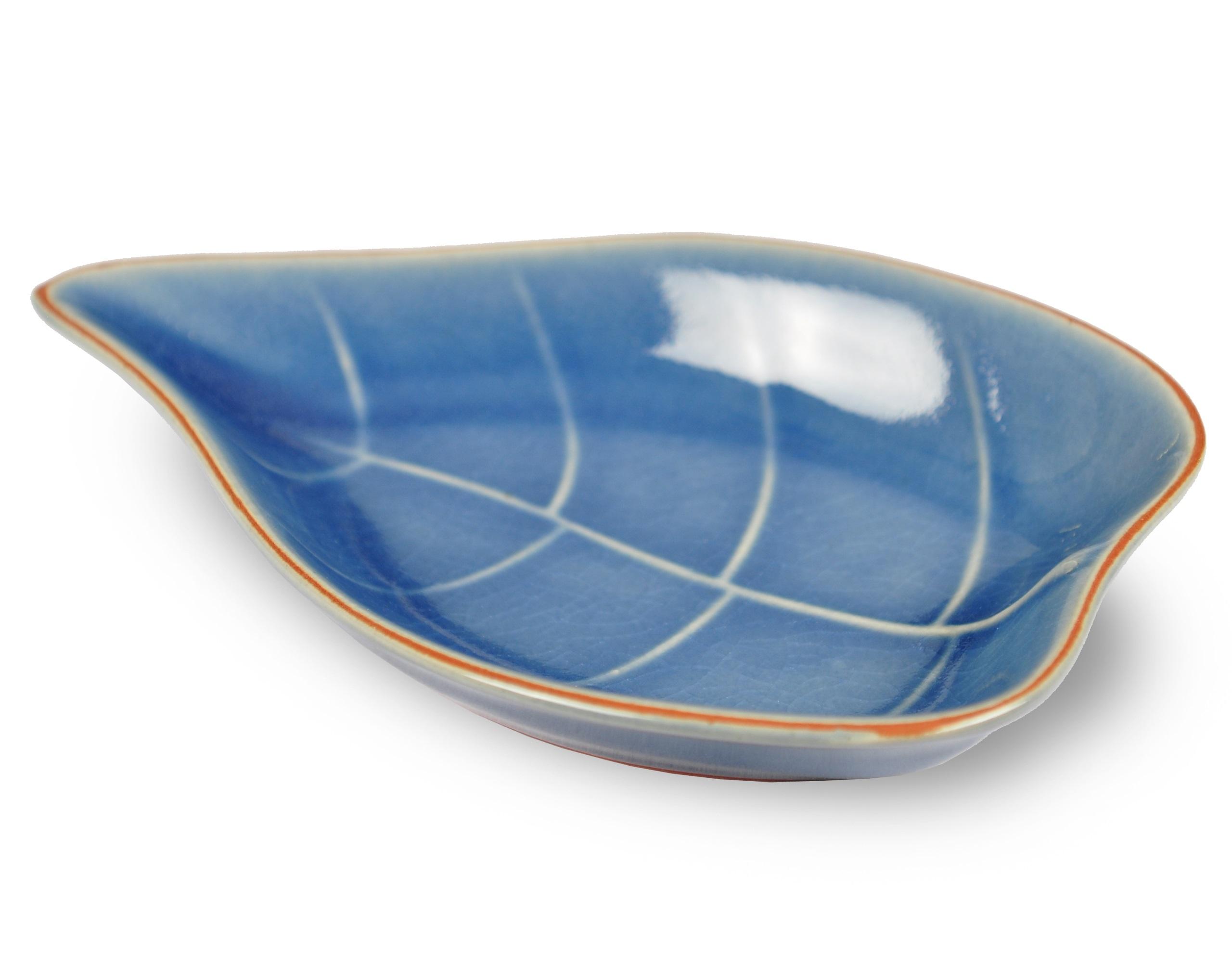 Тарелка в виде листа