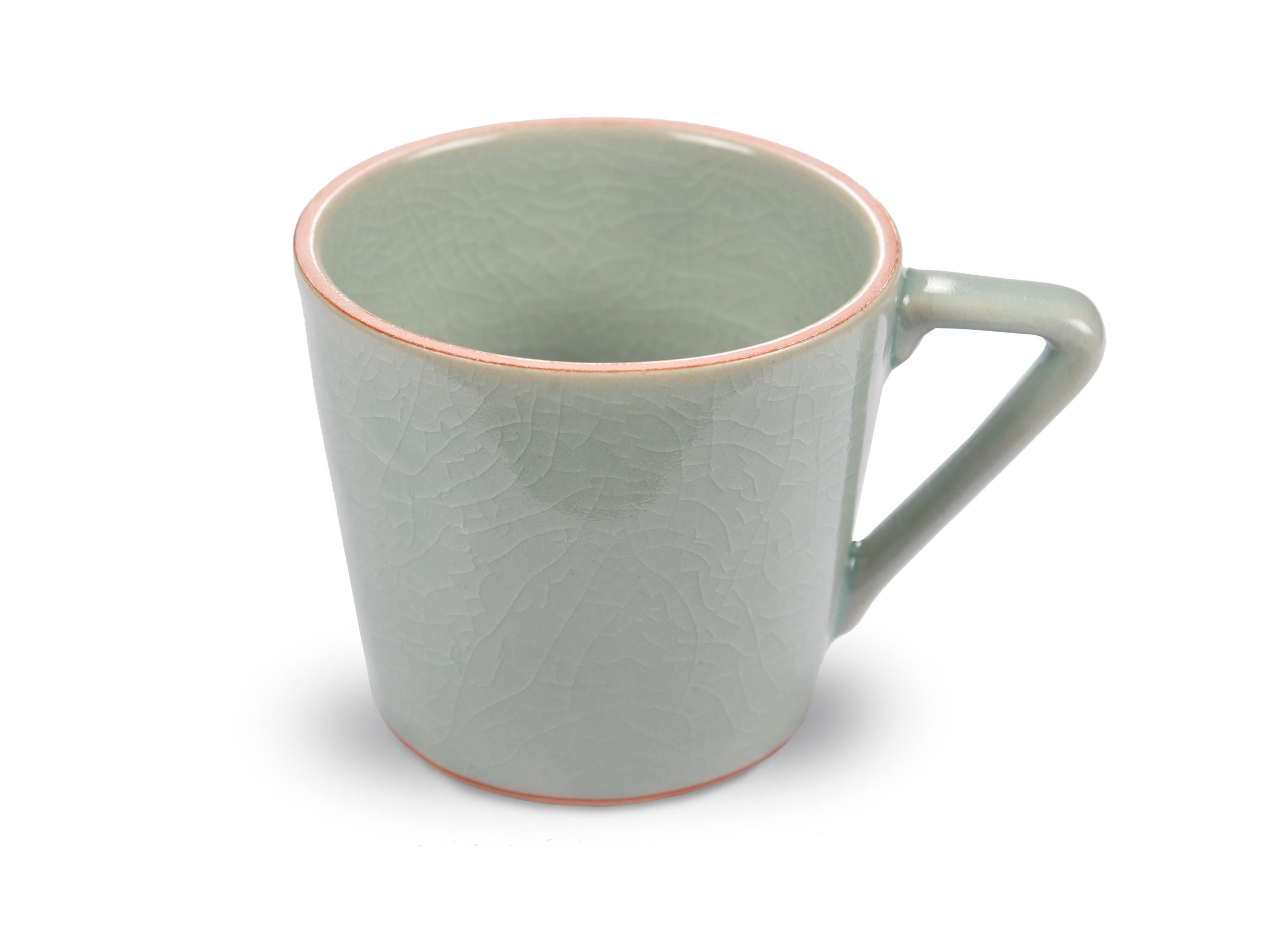 Кофейная чашка ConceptЧайные пары, чашки и кружки<br>Сочетание минималистических тенденций и классической текстуры позволило создать посуду, способную удовлетворить самый изысканный вкус. Коллекция напоминает о тех минутах, когда природа замирает в ожидании чуда. Домашний обед или ужин в ресторане, коллекция &amp;quot;Concept&amp;quot; создаст атмосферу индивидуальности, изысканности и гармонии.<br><br>Material: Керамика<br>Height см: 8.9<br>Diameter см: 10.2