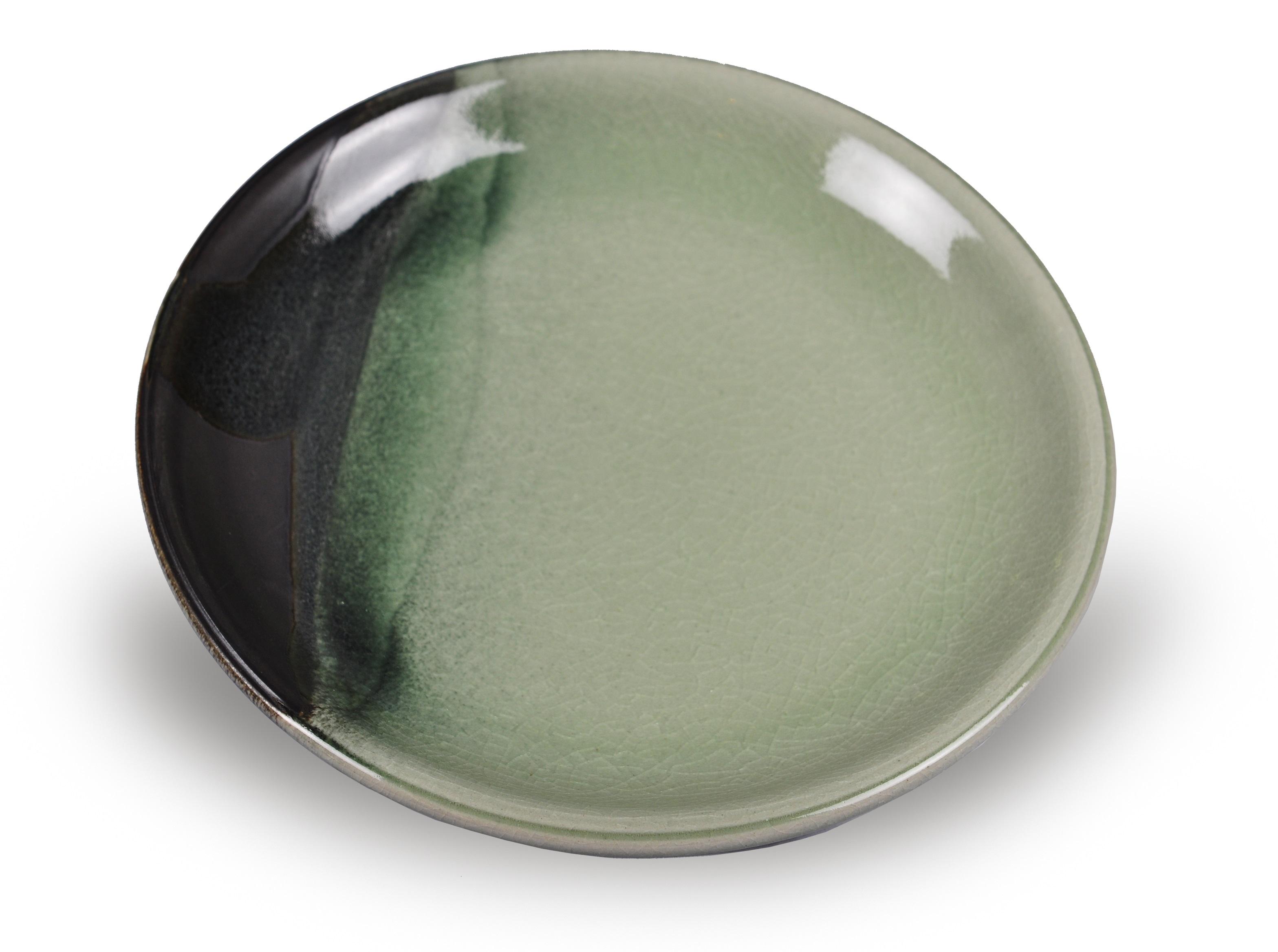Тарелка AdamarТарелки<br>Цвета посуды из коллекции &amp;quot;Adamar&amp;quot; удивительным образом повторяют естественный градиент нефрита Ланьтянь и Сюянь, редких поделочных сортов, особенно почитаемых в древнем Китае. Красоту нефрита здесь сравнивали с самыми благородными качествами человека. Посуда, созданная в этом стиле, станет прекрасным подароком для тех, кто ценит традиции и стиль.<br><br>Material: Керамика<br>Высота см: 2