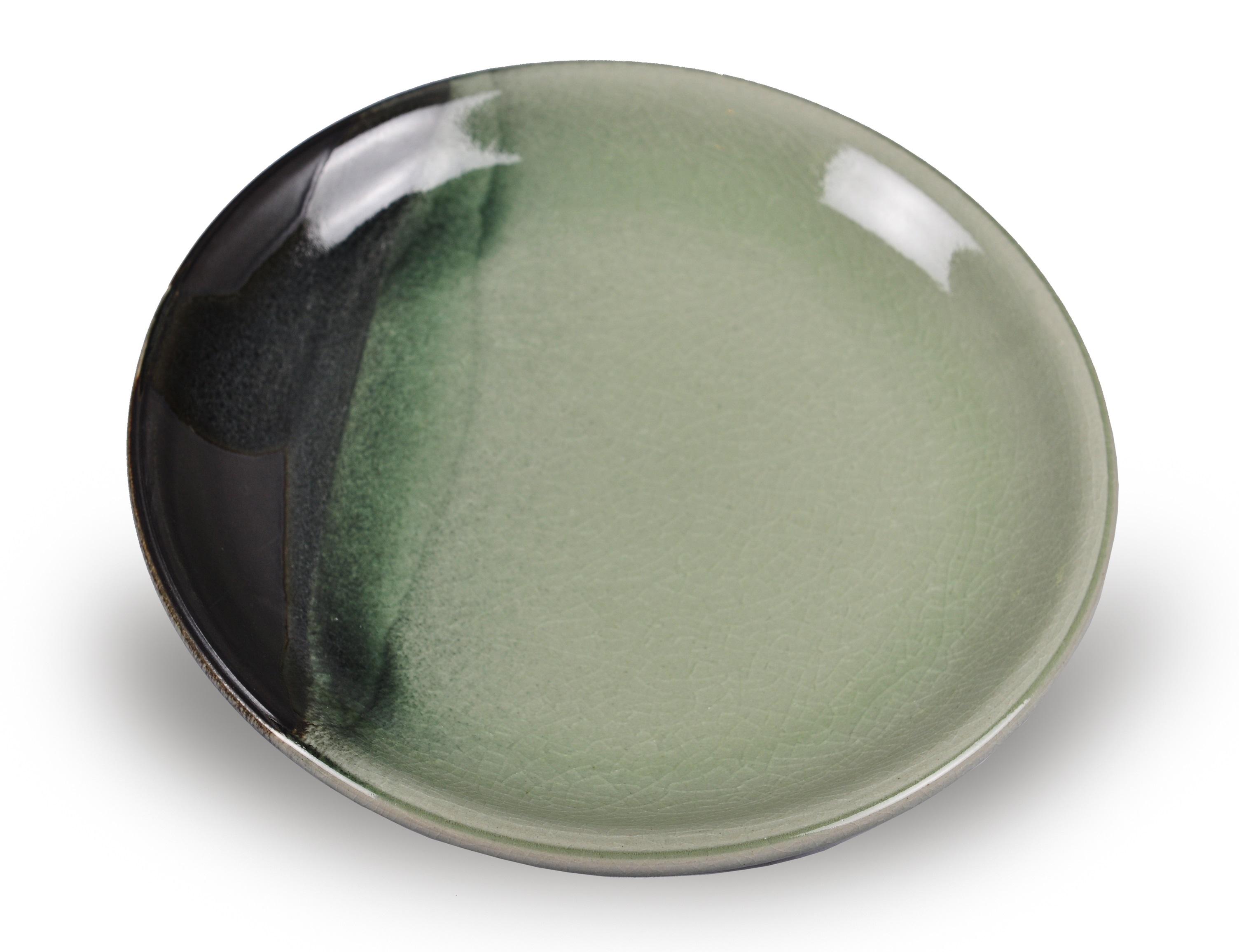 Тарелка AdamarТарелки<br>Цвета посуды из коллекции &amp;quot;Adamar&amp;quot; удивительным образом повторяют естественный градиент нефрита Ланьтянь и Сюянь, редких поделочных сортов, особенно почитаемых в древнем Китае. Красоту нефрита здесь сравнивали с самыми благородными качествами человека. Посуда, созданная в этом стиле, станет прекрасным подароком для тех, кто ценит традиции и стиль.<br><br>Material: Керамика<br>Height см: 2.75<br>Diameter см: 25