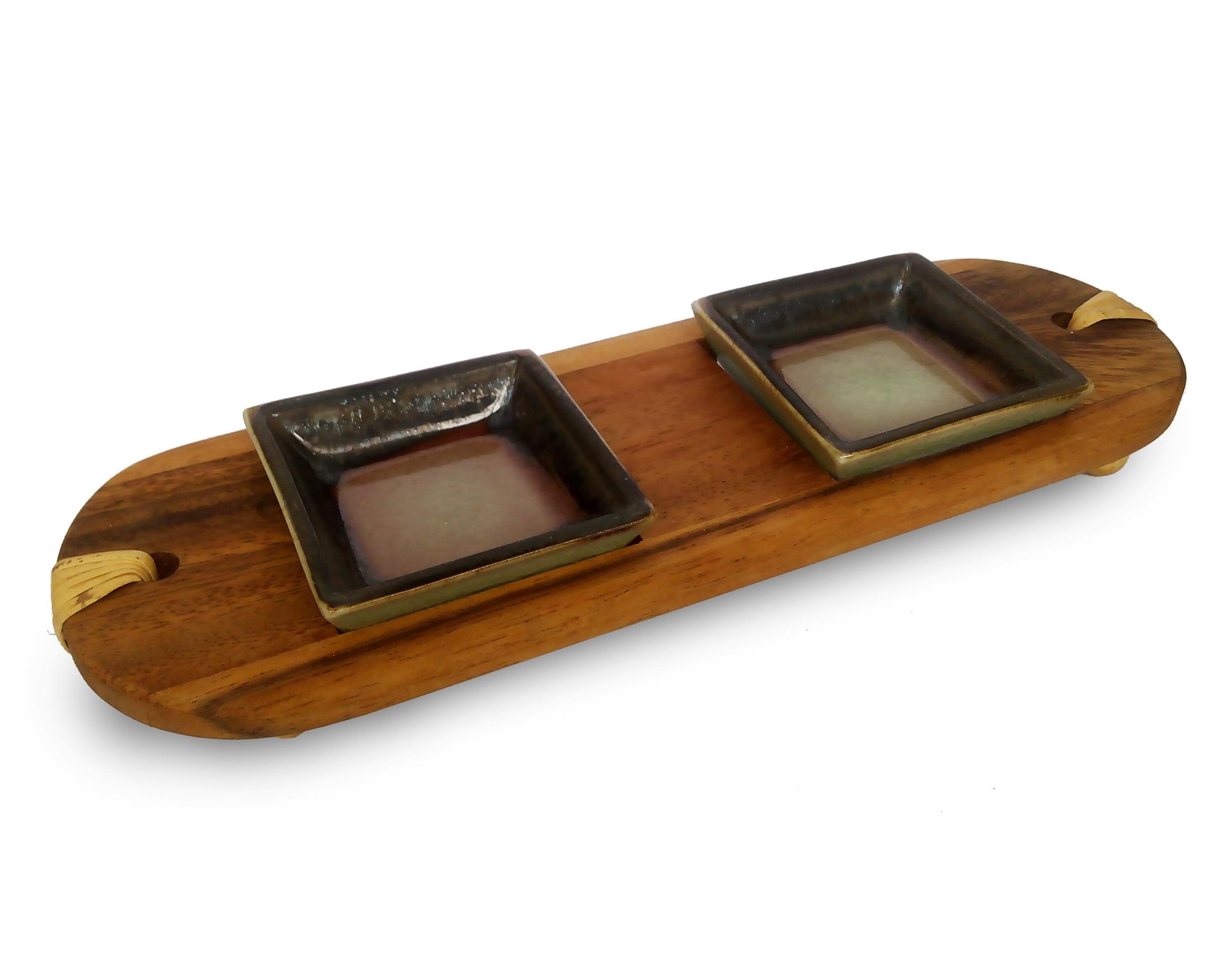 Два соусника на деревянной подставке LavaМиски и чаши<br>Дизайн коллекции &amp;quot;Lava&amp;quot; напоминает о скрытой силе спящего вулкана Пханом Рунг, который и по сей день возвышается на северо-востоке Тайланда. Все предметы из этой коллекции покрыты особой глазурью, словно стекающей с краев, как потеки раскаленной лавы.&amp;amp;nbsp;&amp;lt;div&amp;gt;&amp;lt;br&amp;gt;&amp;lt;/div&amp;gt;&amp;lt;div&amp;gt;В набор входит:&amp;amp;nbsp;&amp;lt;/div&amp;gt;&amp;lt;div&amp;gt;соусник - 2 шт - длина 6 см., ширина 6 см., высота 2 см.,&amp;amp;nbsp;&amp;lt;/div&amp;gt;&amp;lt;div&amp;gt;деревянная подставка - 1 шт - длина 24 см., ширина 9 см., высота 2,5 см. &amp;lt;/div&amp;gt;<br><br>Material: Керамика