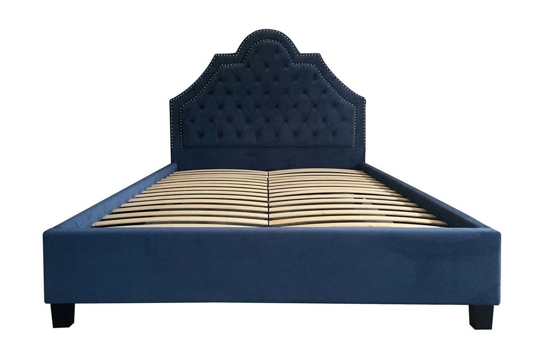 Кровать ProvinceКровати с мягким изголовьем<br>спальное место 160х200 см&amp;lt;div&amp;gt;матрас в комплект не входит&amp;lt;/div&amp;gt;<br><br>Material: Велюр<br>Ширина см: 172<br>Высота см: 130<br>Глубина см: 217