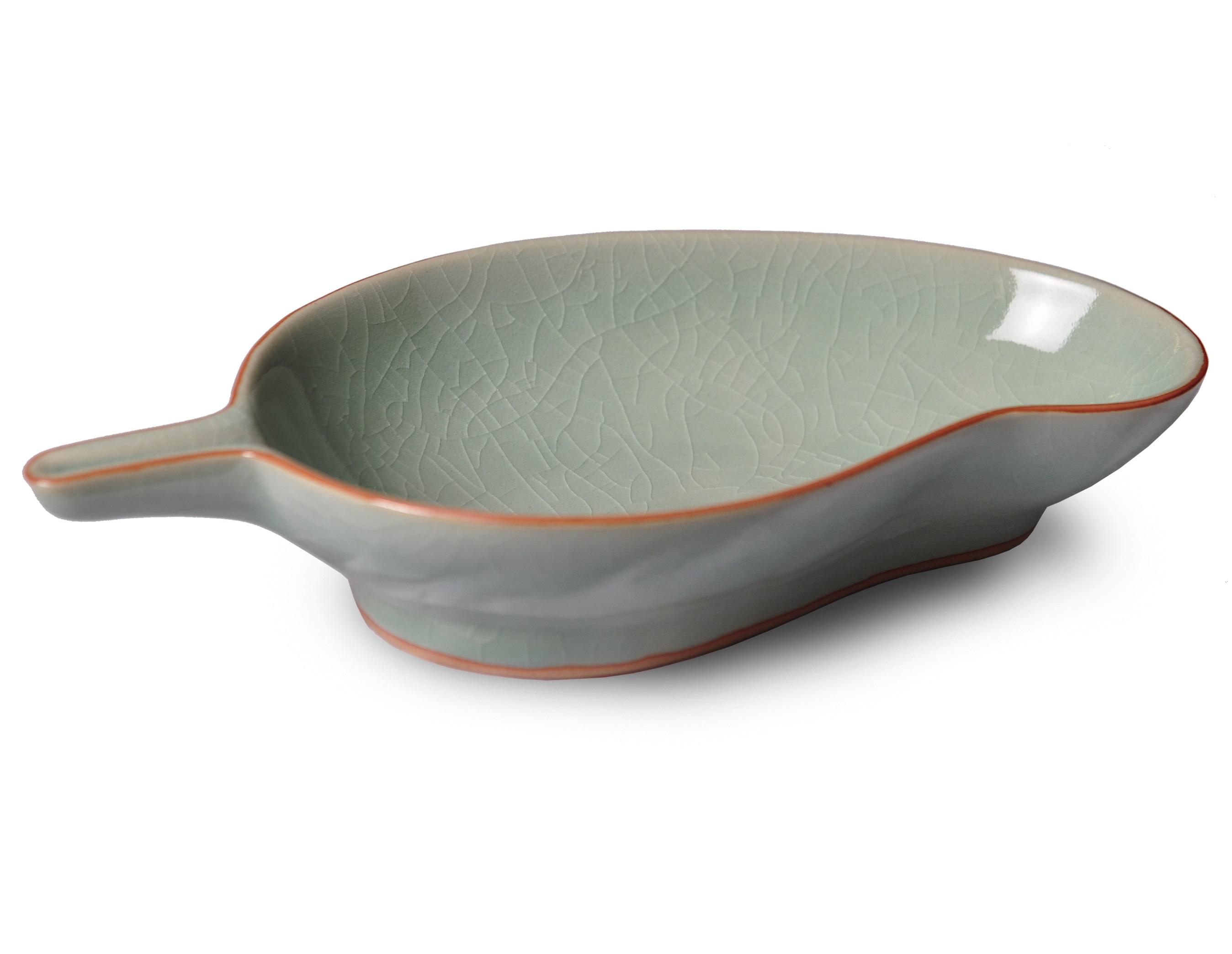 Миска в виде манго ConceptЧаши<br>Сочетание минималистических тенденций и классической текстуры позволило создать посуду, способную удовлетворить самый изысканный вкус. Коллекция напоминает о тех минутах, когда природа замирает в ожидании чуда. Домашний обед или ужин в ресторане, коллекция &amp;quot;Concept&amp;quot; создаст атмосферу индивидуальности, изысканности и гармонии.<br><br>Material: Керамика<br>Length см: 20.3<br>Width см: 12.1<br>Height см: 4.5