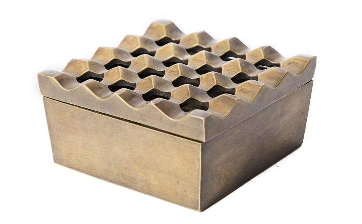 Пепельница FURДругое<br><br><br>Material: Металл<br>Ширина см: 10<br>Высота см: 5<br>Глубина см: 10