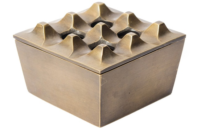 Пепельница FURДругое<br><br><br>Material: Металл<br>Length см: None<br>Width см: 7.5<br>Depth см: 7.5<br>Height см: 4.9<br>Diameter см: None