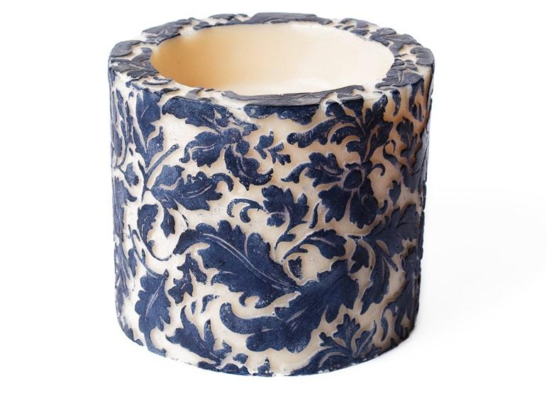 Свеча Damask Leaf Pillar BlueСвечи<br>Долгогорящая свеча из натурального воска, коллекция  Damask, аромат Cempaka Blossom. Время горения свечи - 60 часов.<br><br>Material: Воск<br>Length см: 0<br>Width см: 11.5<br>Depth см: 11.5<br>Height см: 10<br>Diameter см: 0