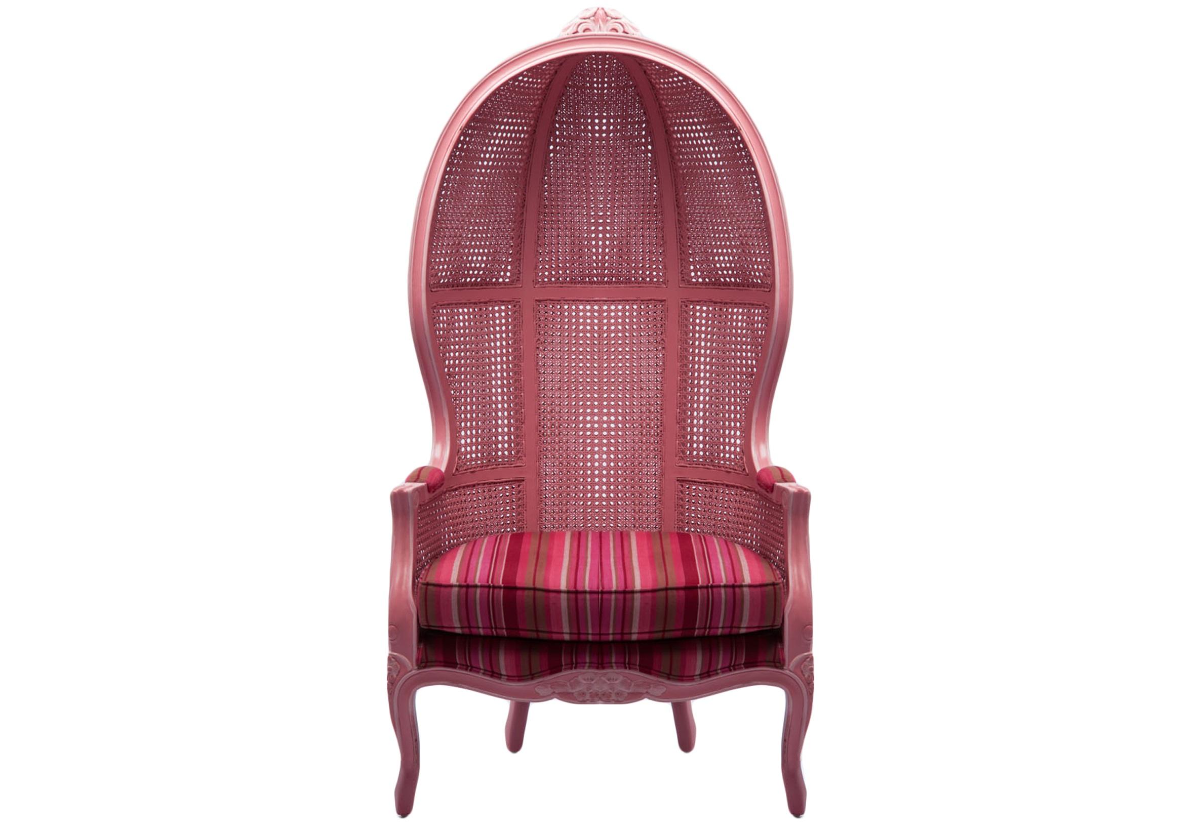 Кресло ПараболаКресла с высокой спинкой<br>Кресло-купол из дерева махагони, украшено резьбой. Спинка декорирована вставками из ротанга.<br><br>Material: Красное дерево<br>Width см: 77<br>Depth см: 73<br>Height см: 153