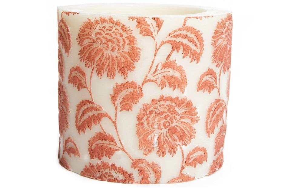 Свеча Flower Small Pillar CayenneСвечи<br>Декоративная ароматическая свеча  из натурального воска, коллекция Wild Flower,  ручная раскраска. Время горения свечи - 60 часов.<br><br>Material: Тик<br>Length см: 0<br>Width см: 11.5<br>Depth см: 11.5<br>Height см: 10<br>Diameter см: 0