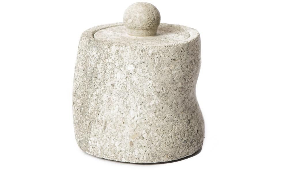Стакан с крышкой OliverЕмкости для хранения<br>Стакнан с крышкой необычной форм. Выполнен из натурального камня.<br><br>Material: Тик<br>Length см: 0<br>Width см: 0<br>Depth см: 0<br>Height см: 0<br>Diameter см: 0