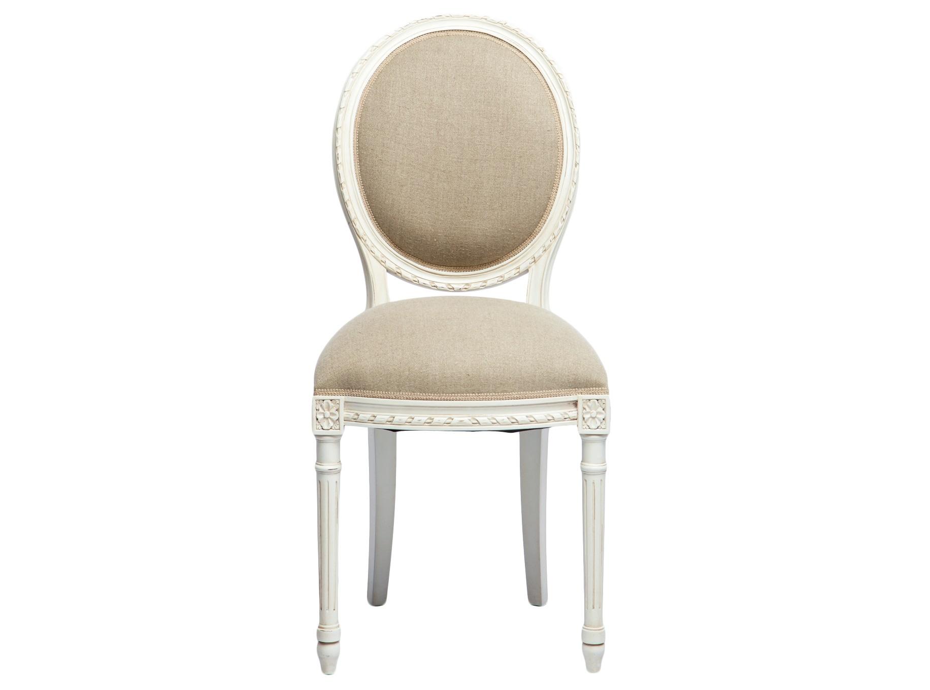 СтулОбеденные стулья<br>Стул из дерева махагони с мягкой спинкой-медальон, украшен резьбой и патиной.<br><br>Material: Красное дерево<br>Width см: 45<br>Depth см: 45<br>Height см: 97