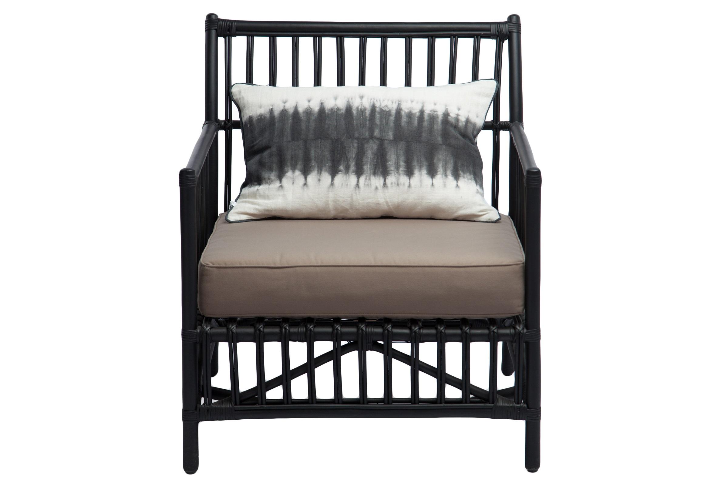КреслоКресла для улицы<br>Кресло из натурального ротанга с мягким сиденьем и декоративной подушкой в комплекте. Сиденье со съемным чехлом. Подушка в этническом стиле из льна и хлопка.<br><br>Material: Ротанг<br>Width см: 82<br>Depth см: 70<br>Height см: 82