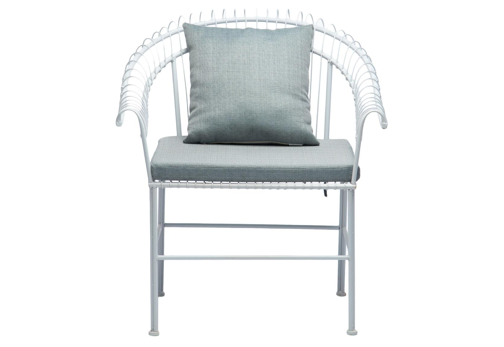 КреслоКресла для улицы<br>Кресло из кованого металла с мягким сиденьем и подушкой.<br><br>Material: Металл<br>Width см: 79<br>Depth см: 67<br>Height см: 89